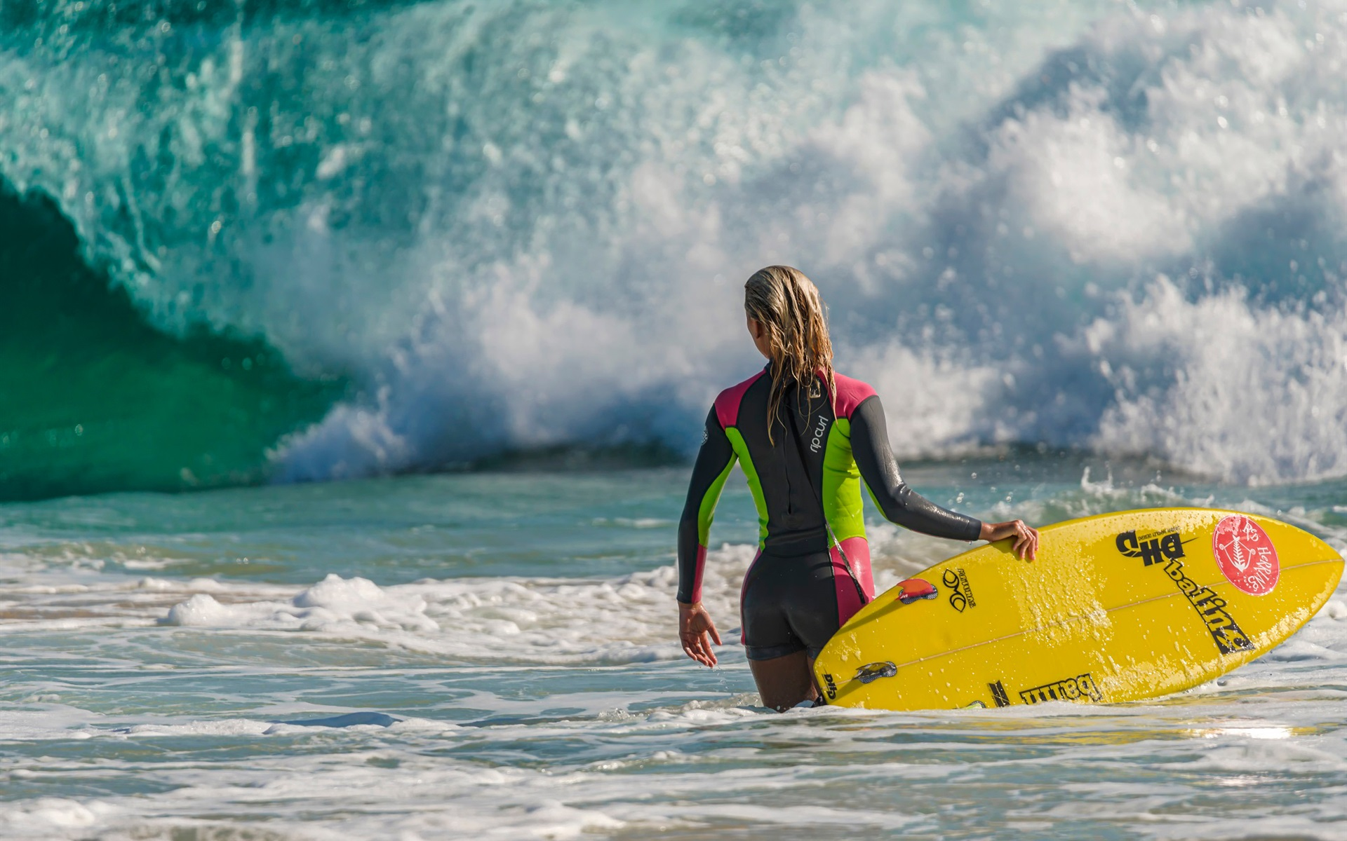 壁紙 海の波 サーフィンの少女 ボード 1920x1200 Hd 無料の