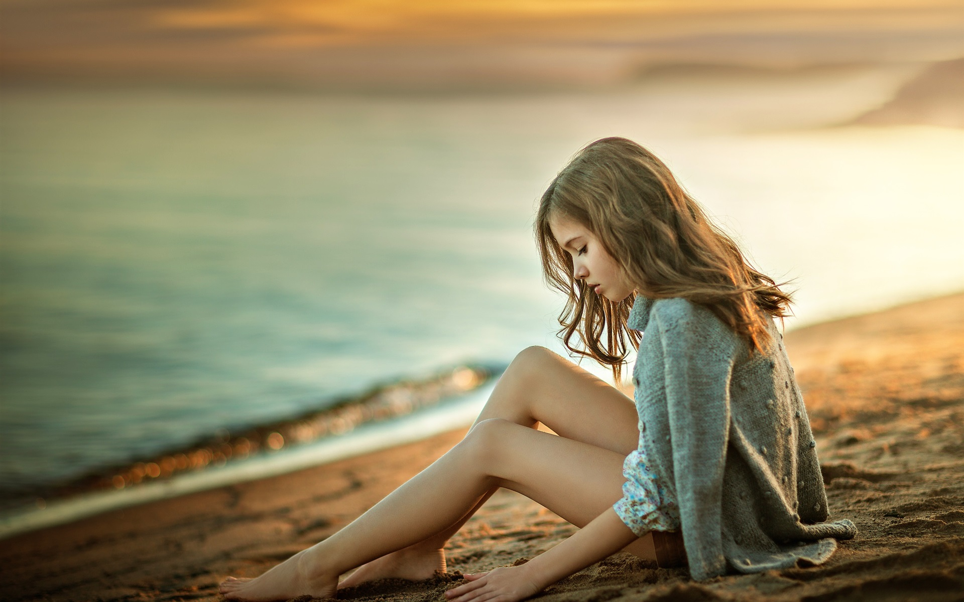 меня фото где девушка сидит на море покуда эта