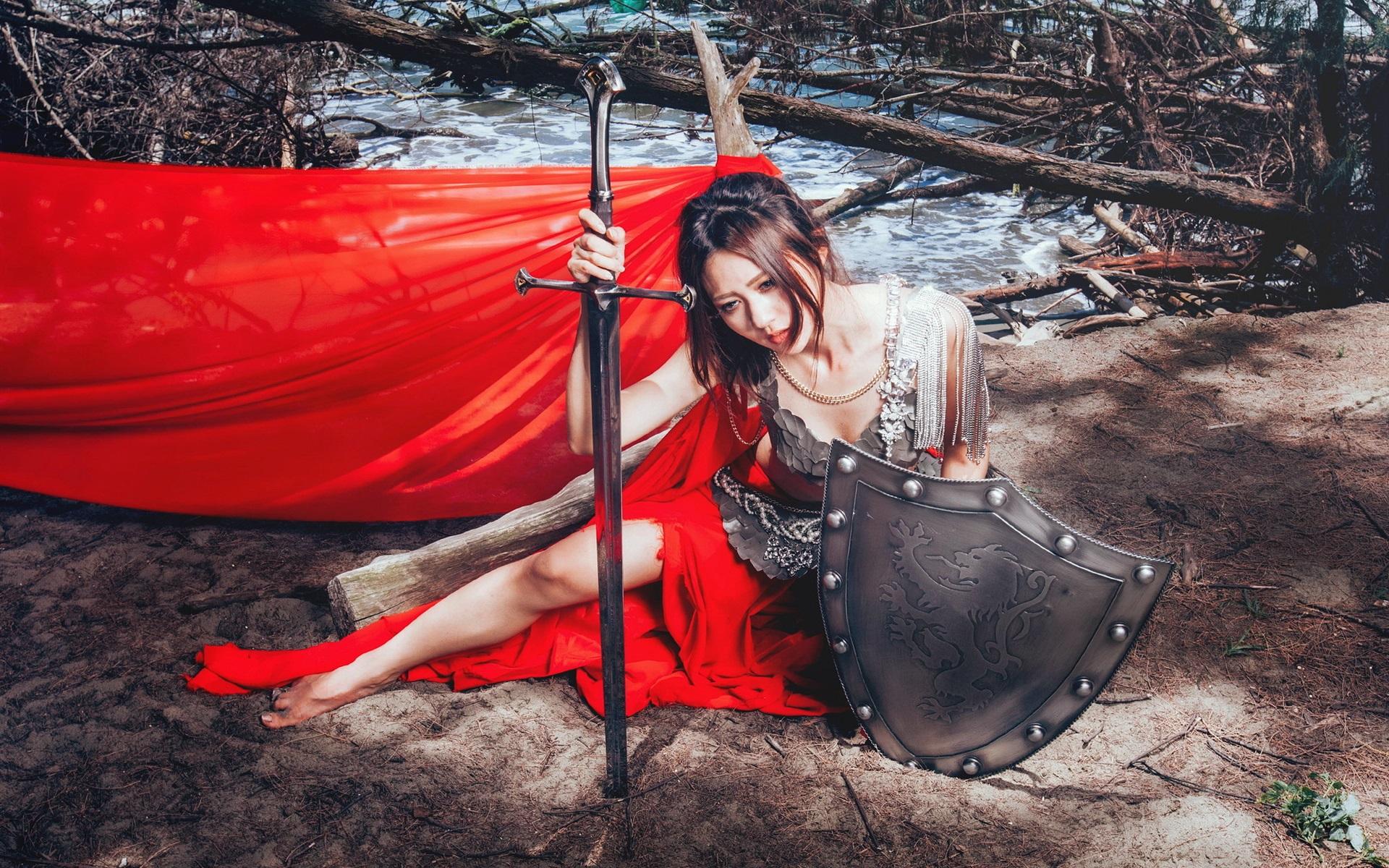 Девушка с мечом фотосессия, пацан кончает подсматривая за телкой