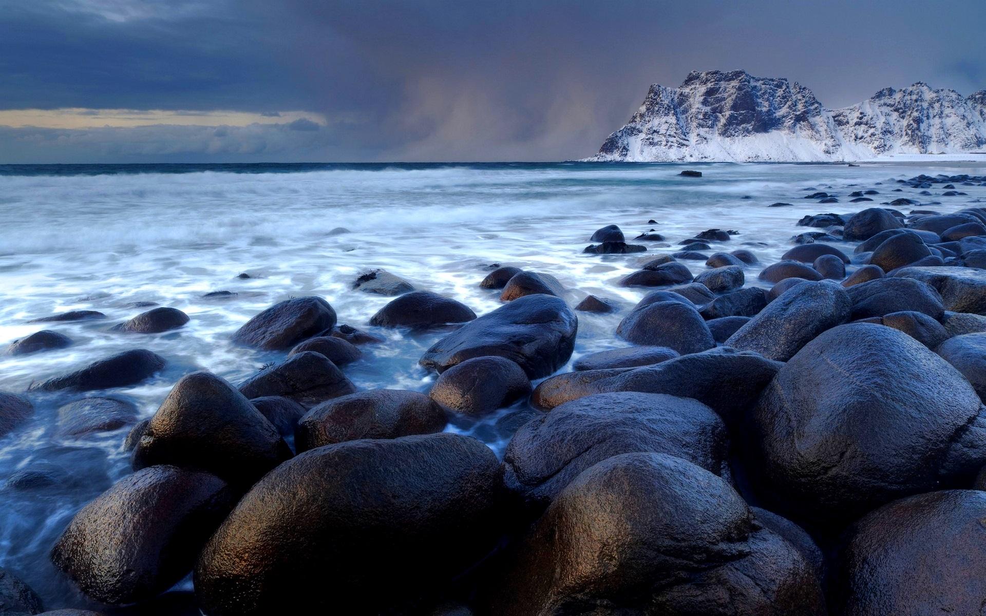 фото белых камней у воды мысли
