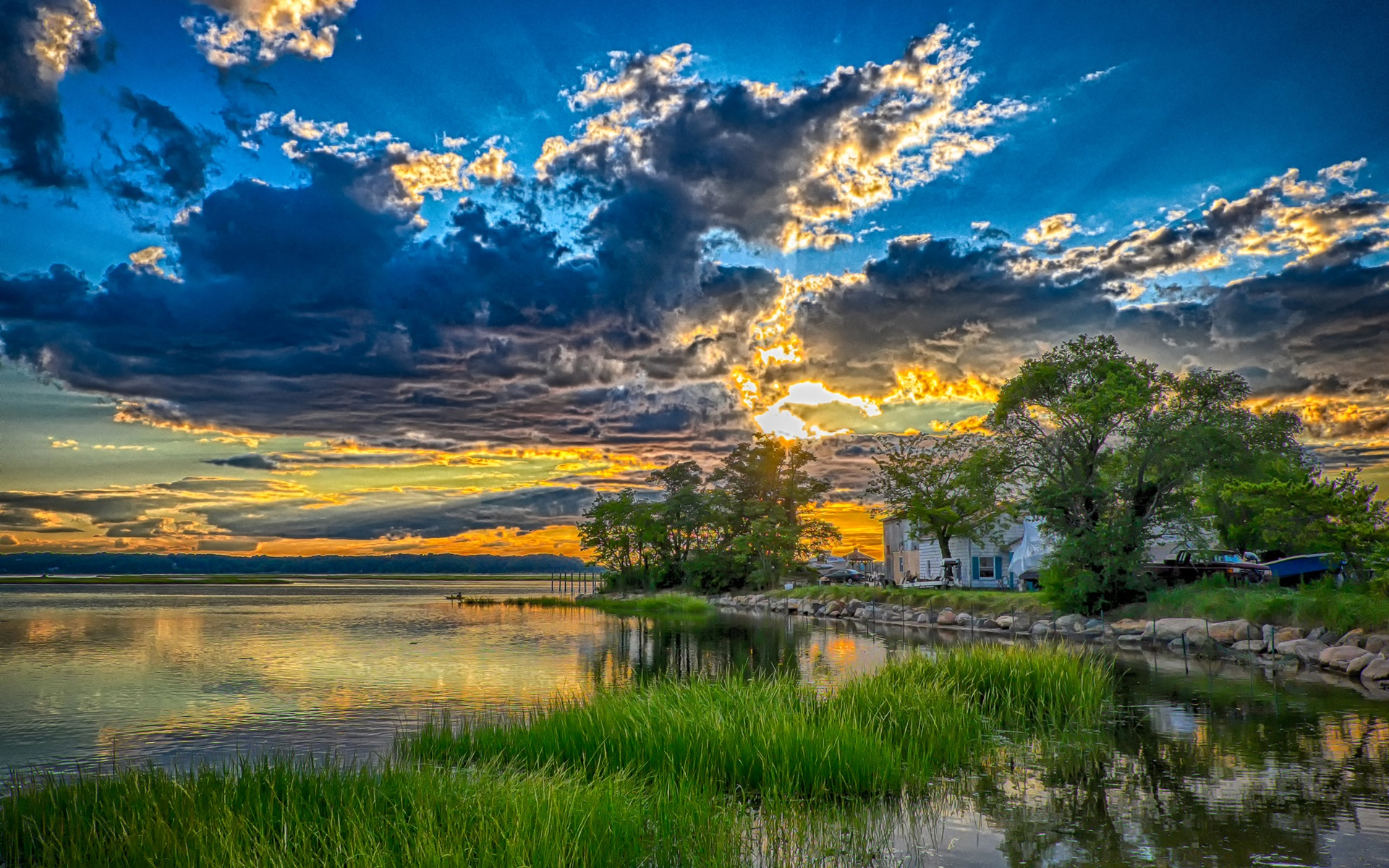 Fonds d'écran Lac, arbres, maison, herbe, coucher de soleil 1920x1200 HD image