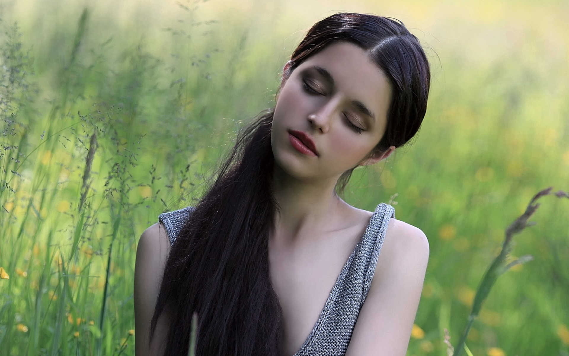 Картинка волосами закрыт девушки
