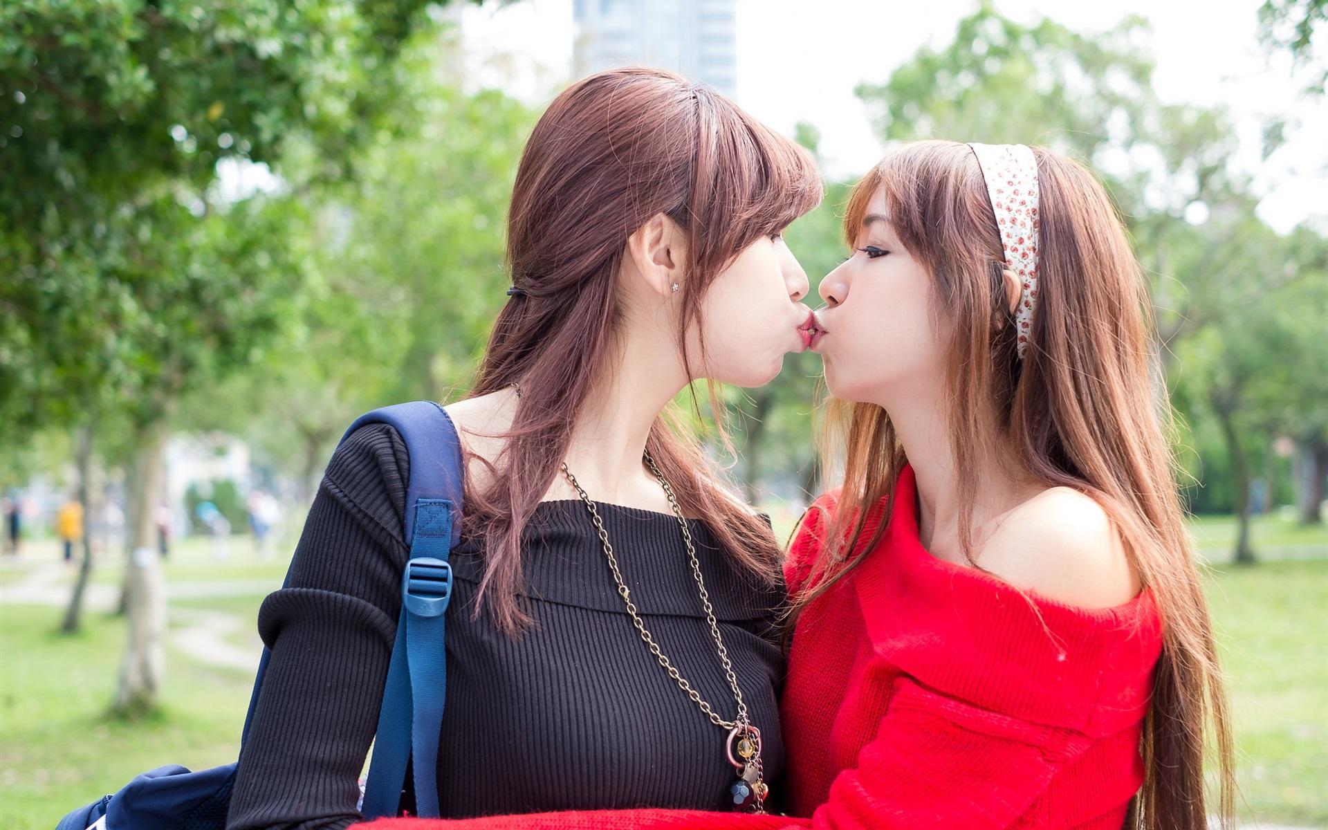 Лесбиянки увеличенные качественные фотографии, секс с грудастой секретаршей видео