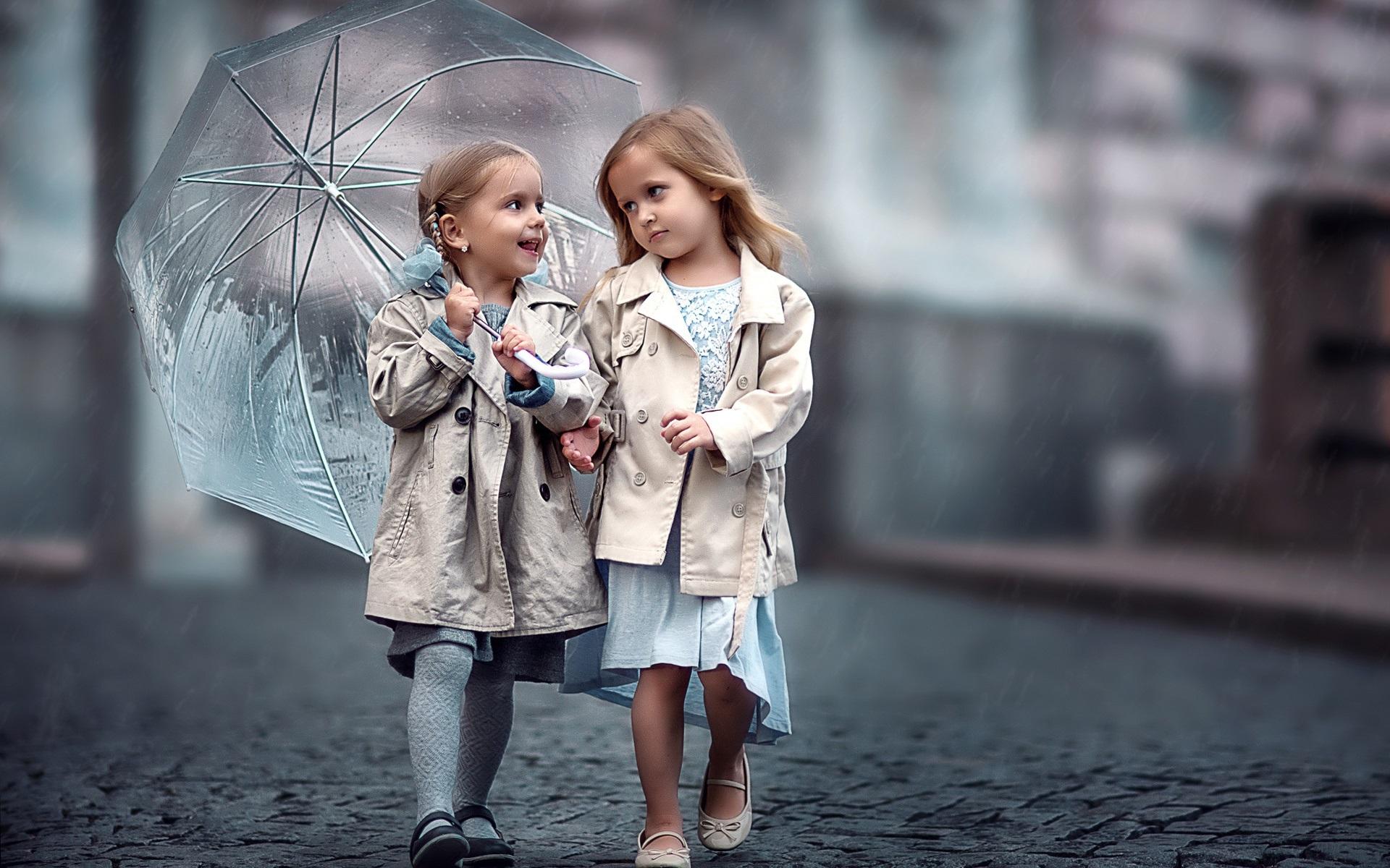 Mädchen aus zwei Freunden