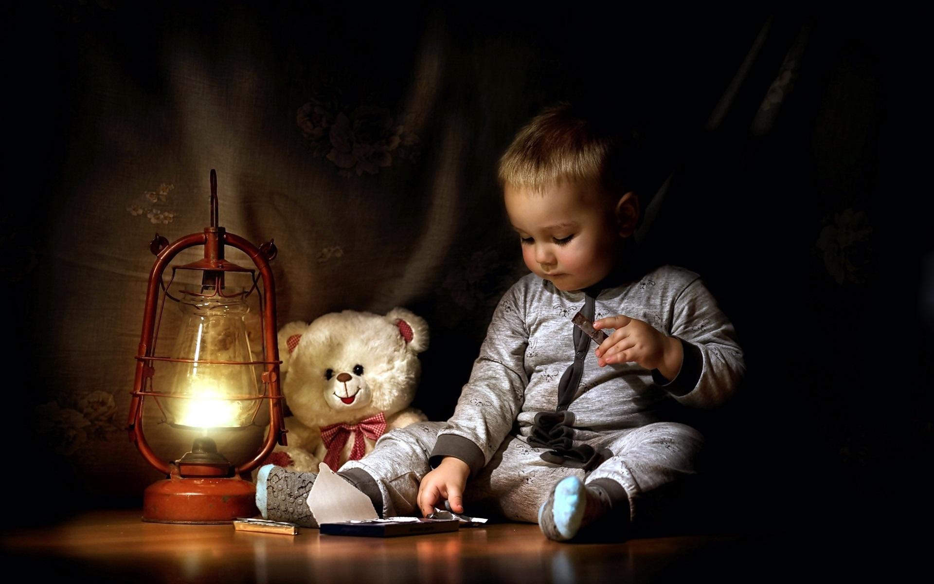 Wallpaper Cute Little Boy Eat Chocolate Teddy Lamp