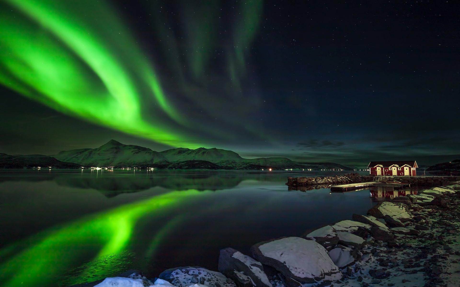 壁紙 オーロラ 美しい夜の風景 ノルウェー 湖 山 星 小屋 19x10 Hd 無料のデスクトップの背景 画像