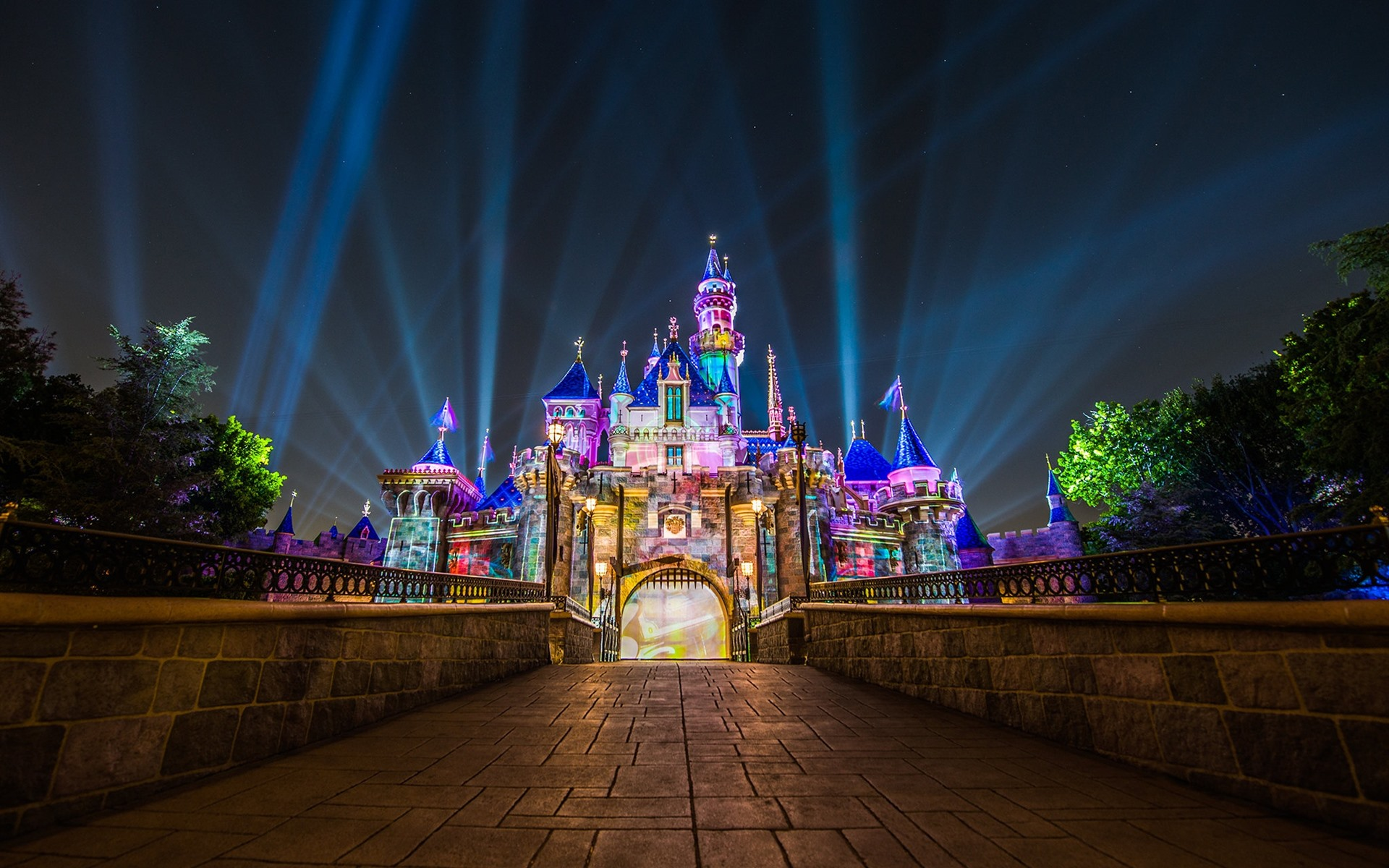 壁紙 ディズニーランド カリフォルニア州 アメリカ カラフルなライト 城 夜 19x10 Hd 無料のデスクトップの背景 画像