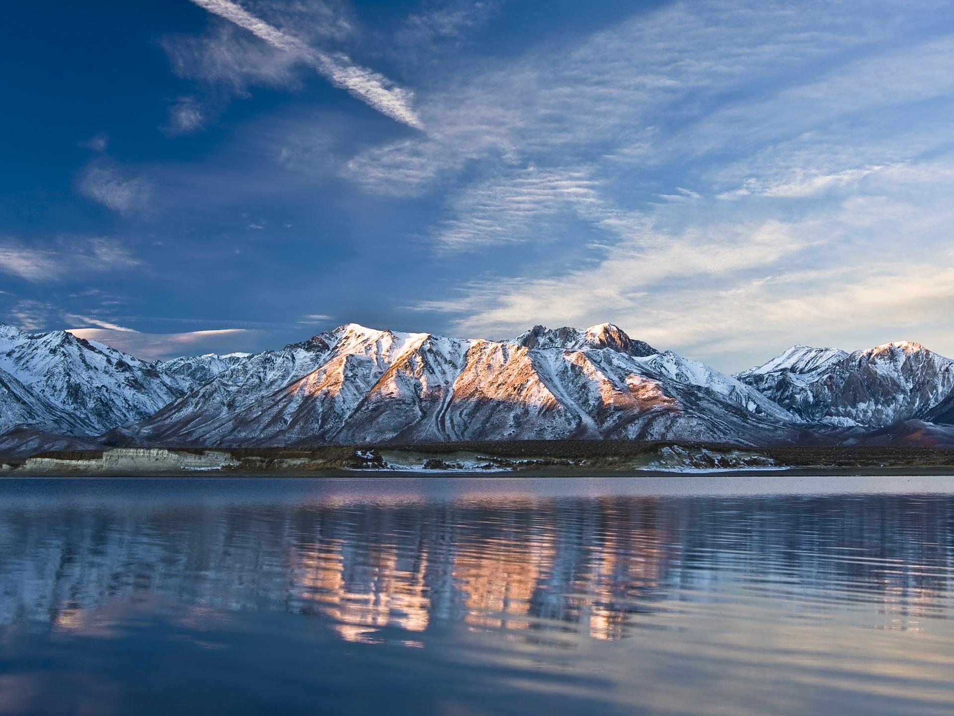 горы, облака, озеро скачать