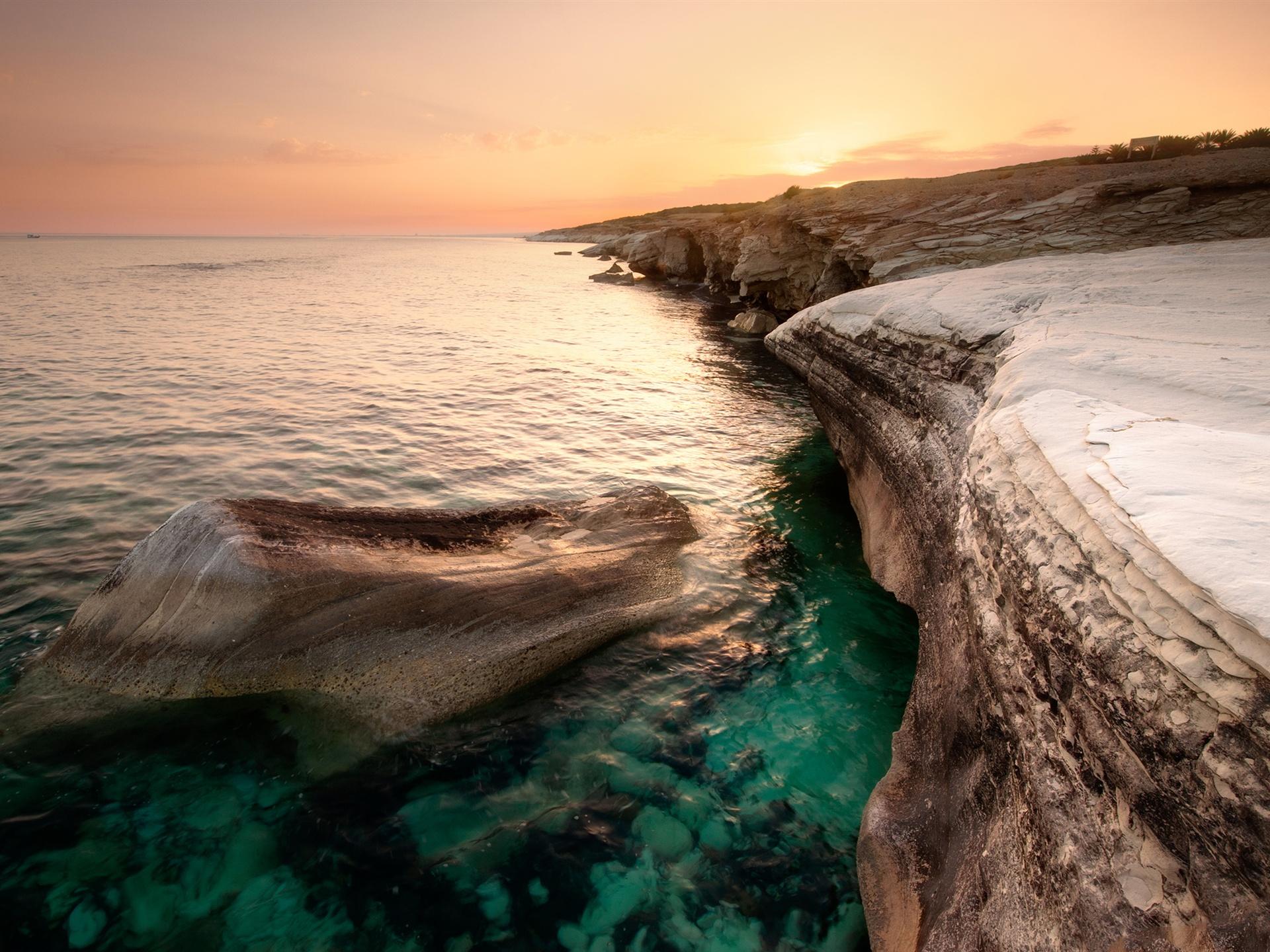 море обрыв скалы скачать