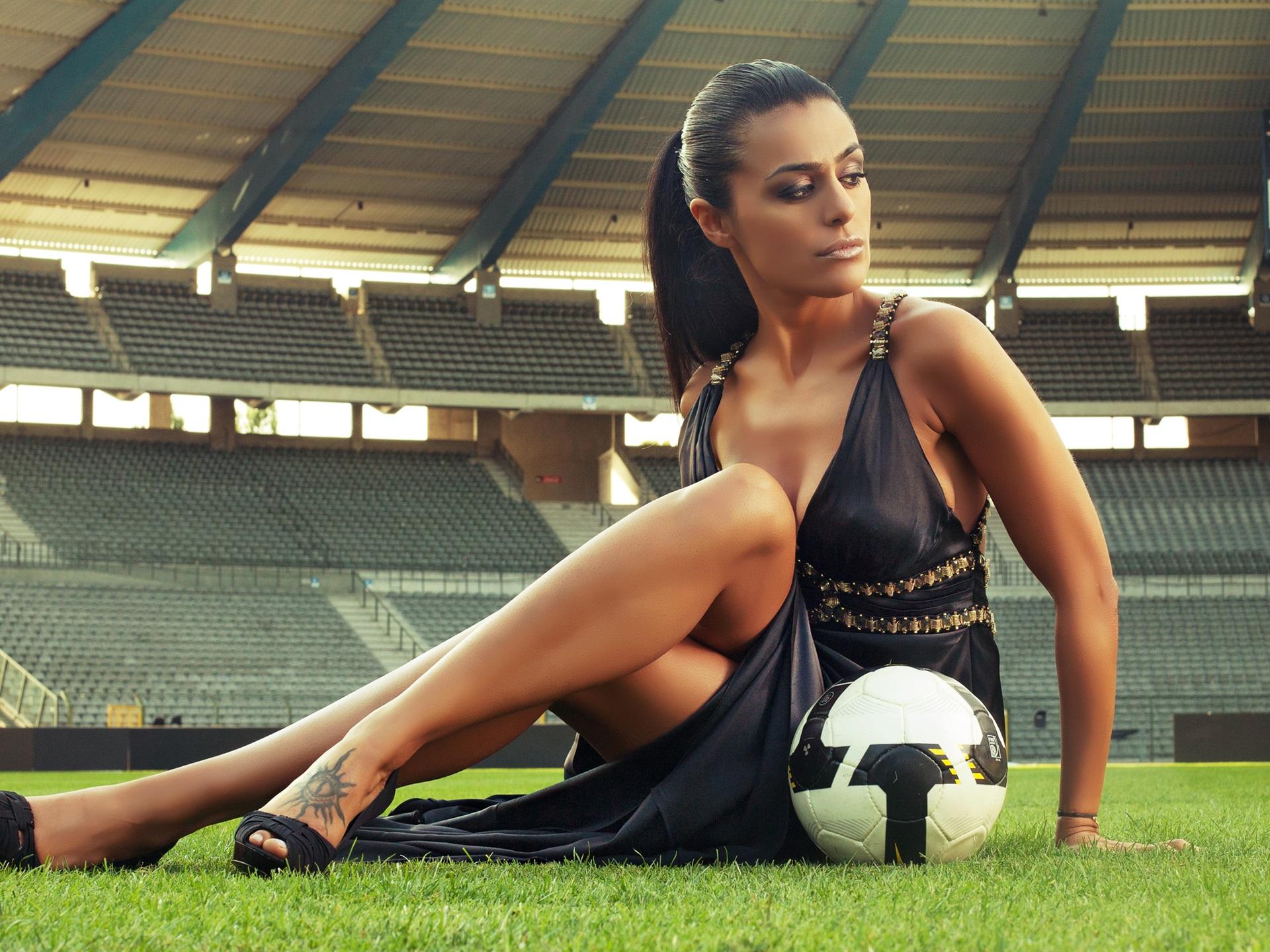 Stadium Soccer Football Sports Qhd Wallpaper 2560x2560: 壁紙 セクシーな女の子、サッカー、スタジアム 2560x1600 HD 無料のデスクトップの背景, 画像