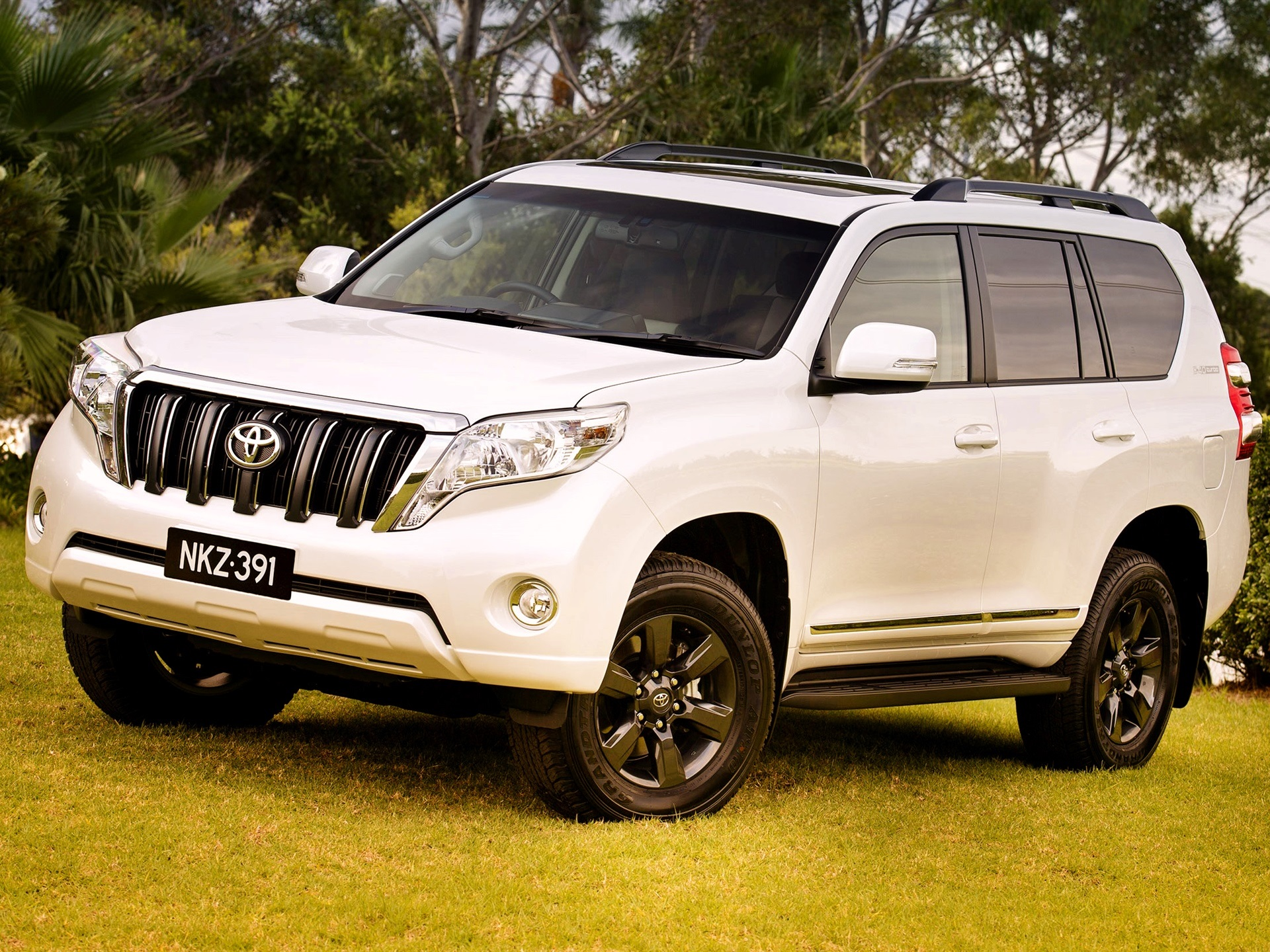 wallpaper 2014 toyota land cruiser prado suv car 2560x1440. Black Bedroom Furniture Sets. Home Design Ideas