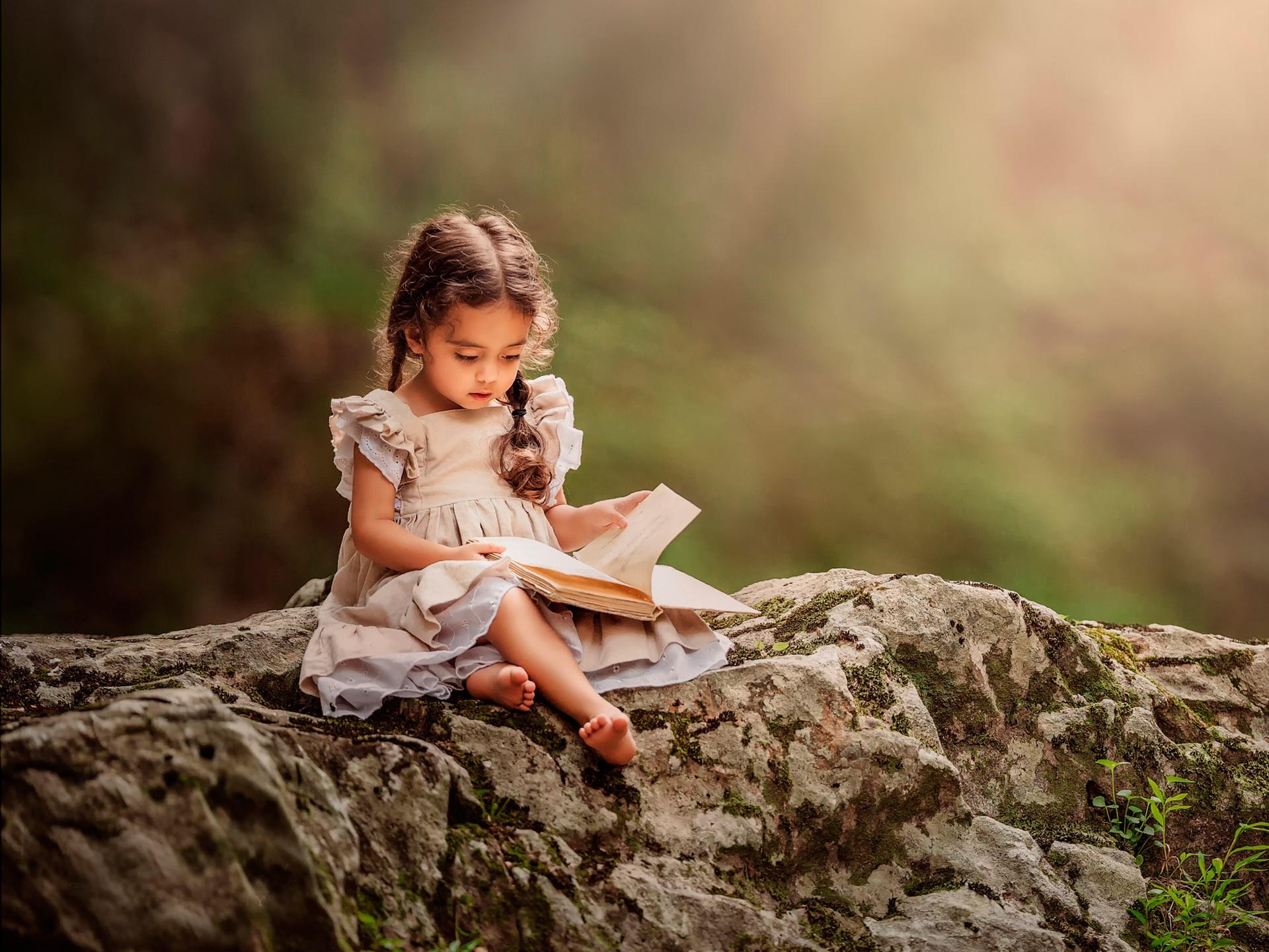 Wallpaper Lovely Little Girl Reading Book 1920x1440 Hd