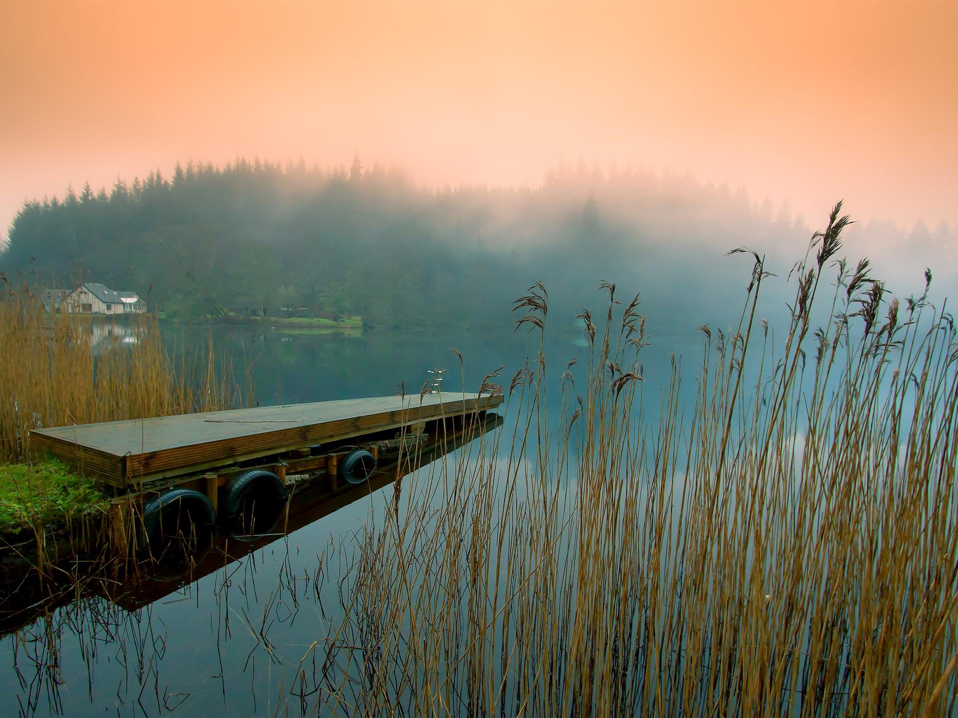 Пристань на голубом озере загрузить