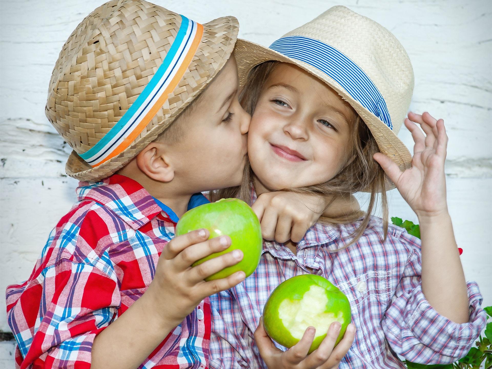 Wallpaper child little girl and little boy kiss eat green apples download this wallpaper altavistaventures Images