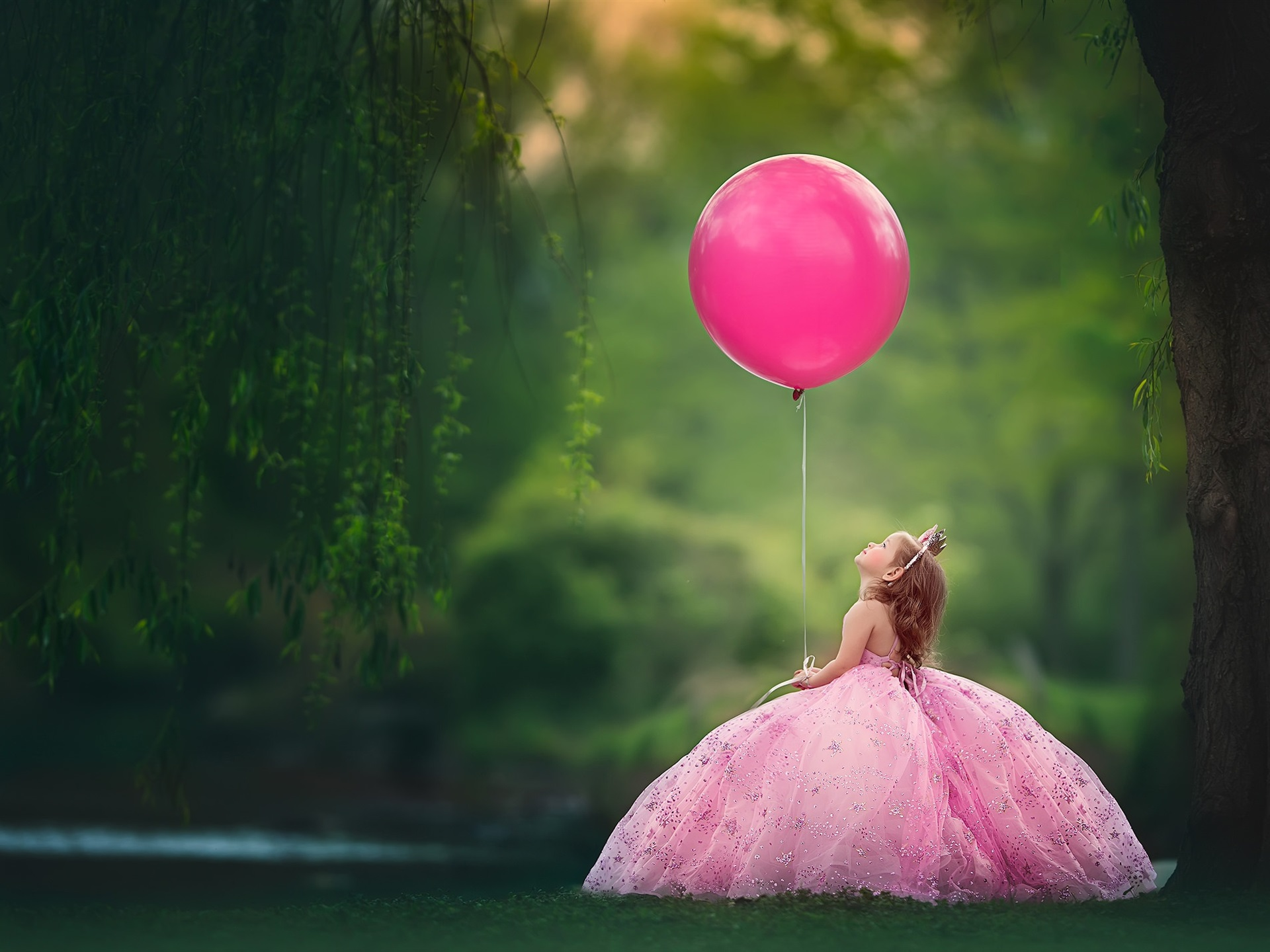 Wallpaper Little Child Girl Play A Pink Balloon 1920x1440 HD Picture