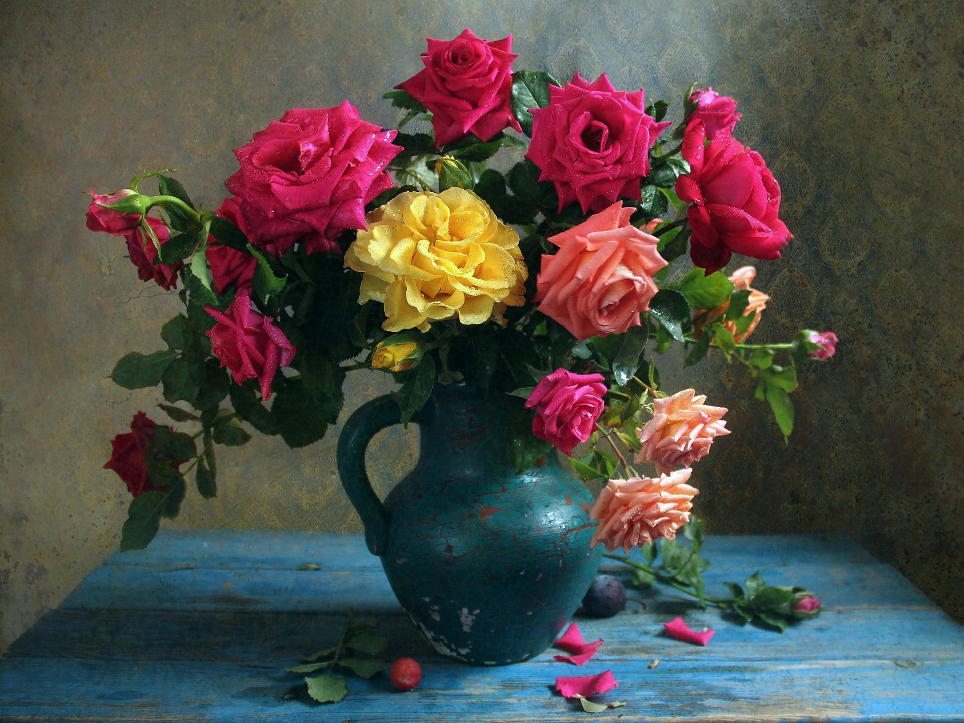 Wallpaper Pink, Yellow, Red Roses, Vase, Water Droplets