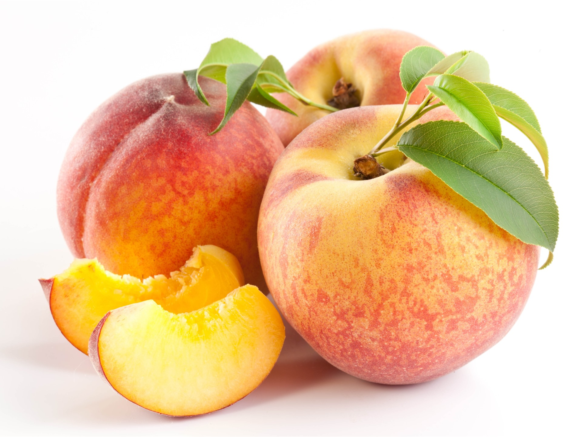 wallpaper peaches slice white background fruit 5120x2880 uhd 5k picture image wallpaper peaches slice white