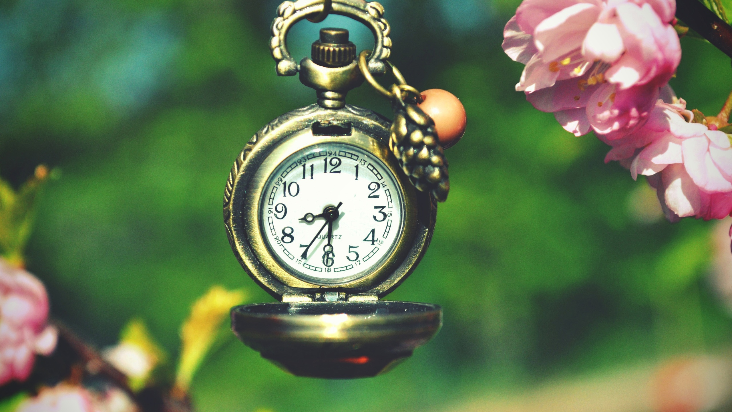 Clock time 2560x1600 HD Picture, Image
