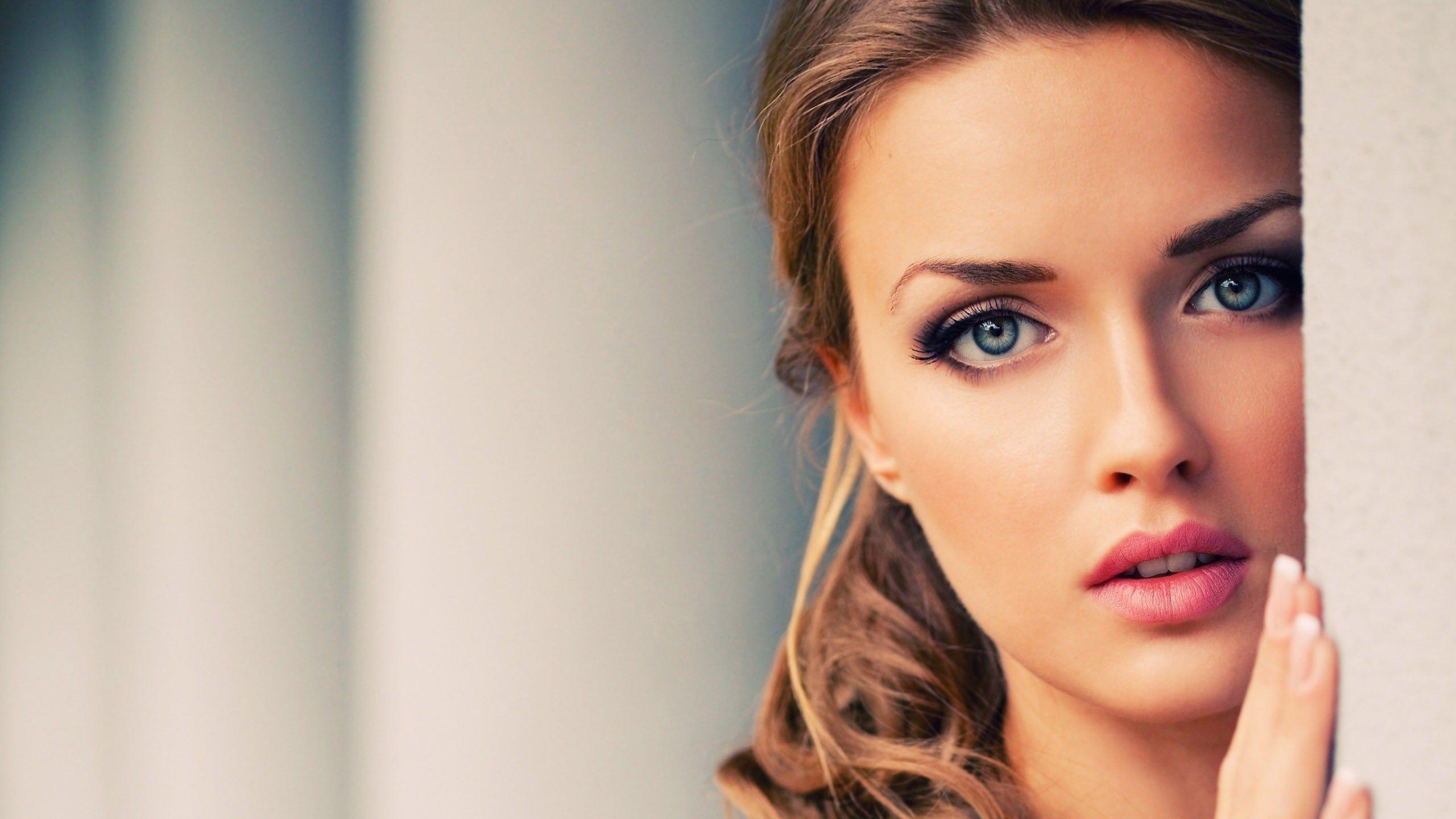Compte à rebours  - Page 15 Girl-pretty-face-blue-eyes_2560x1440