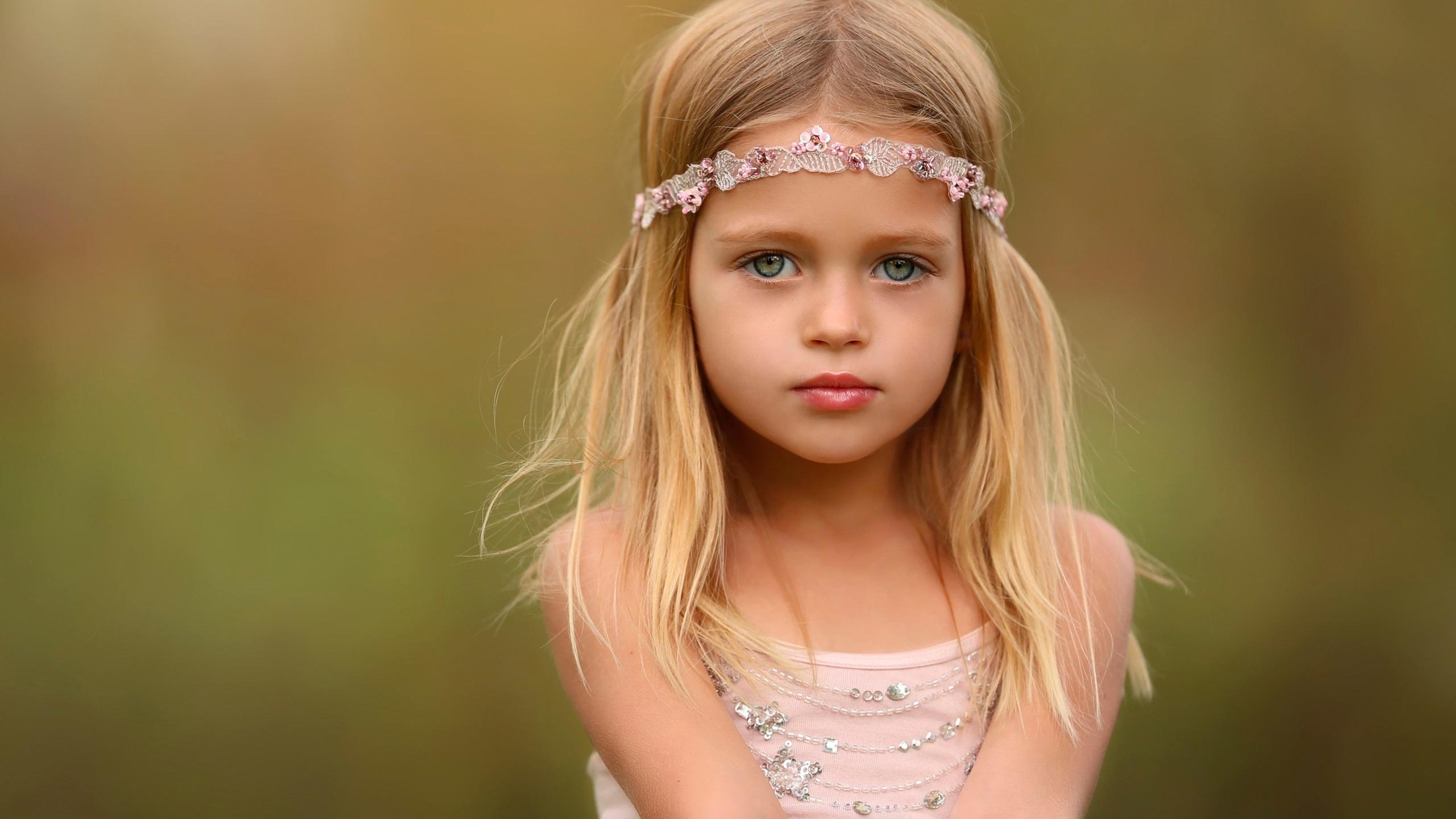かわいい女の子、肖像画、ブロンド 壁紙 2560x1440