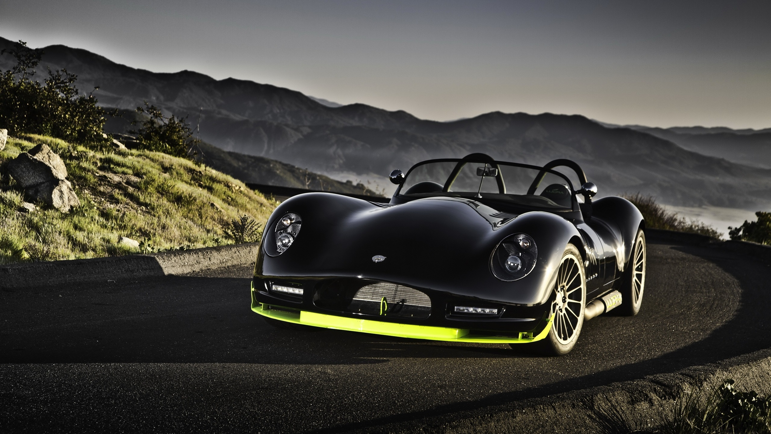 Lucra lc470 voiture noire fonds d 39 cran 2560x1440 qhd for Fond ecran qhd