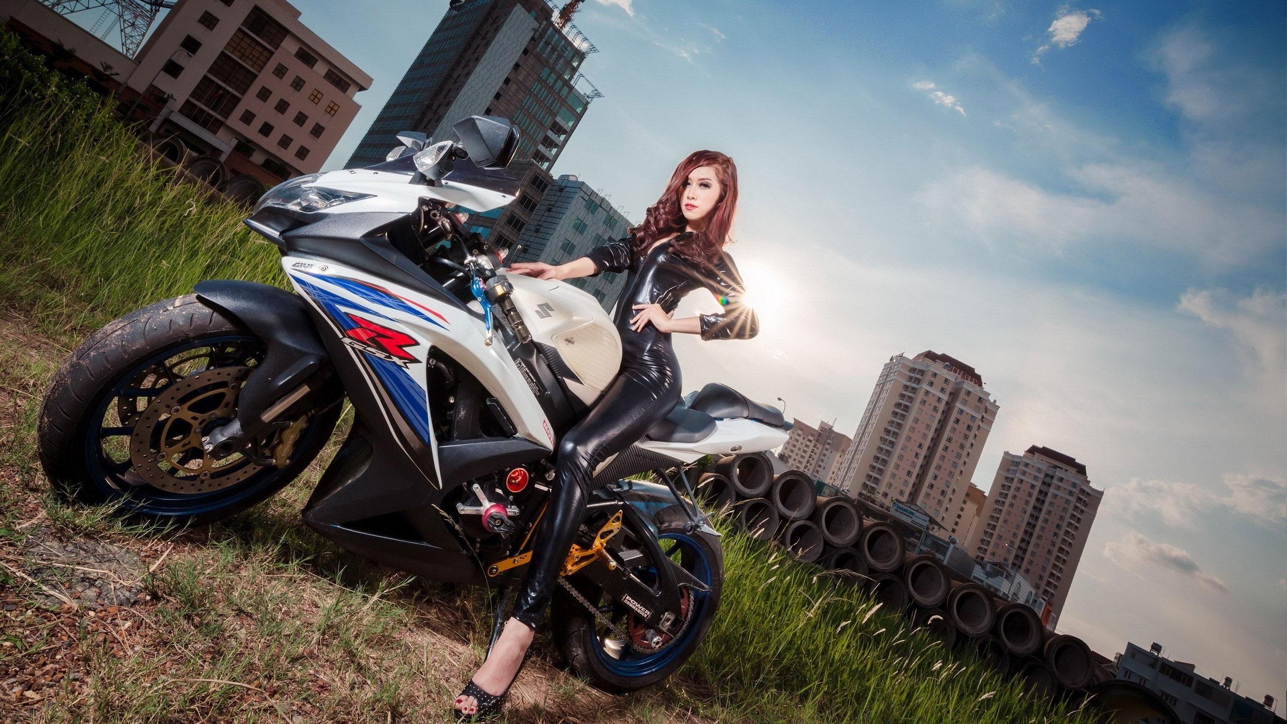 壁紙 アジアの女の子とスズキgsx Rのオートバイ 2560x1440 Qhd 無料のデスクトップの背景 画像
