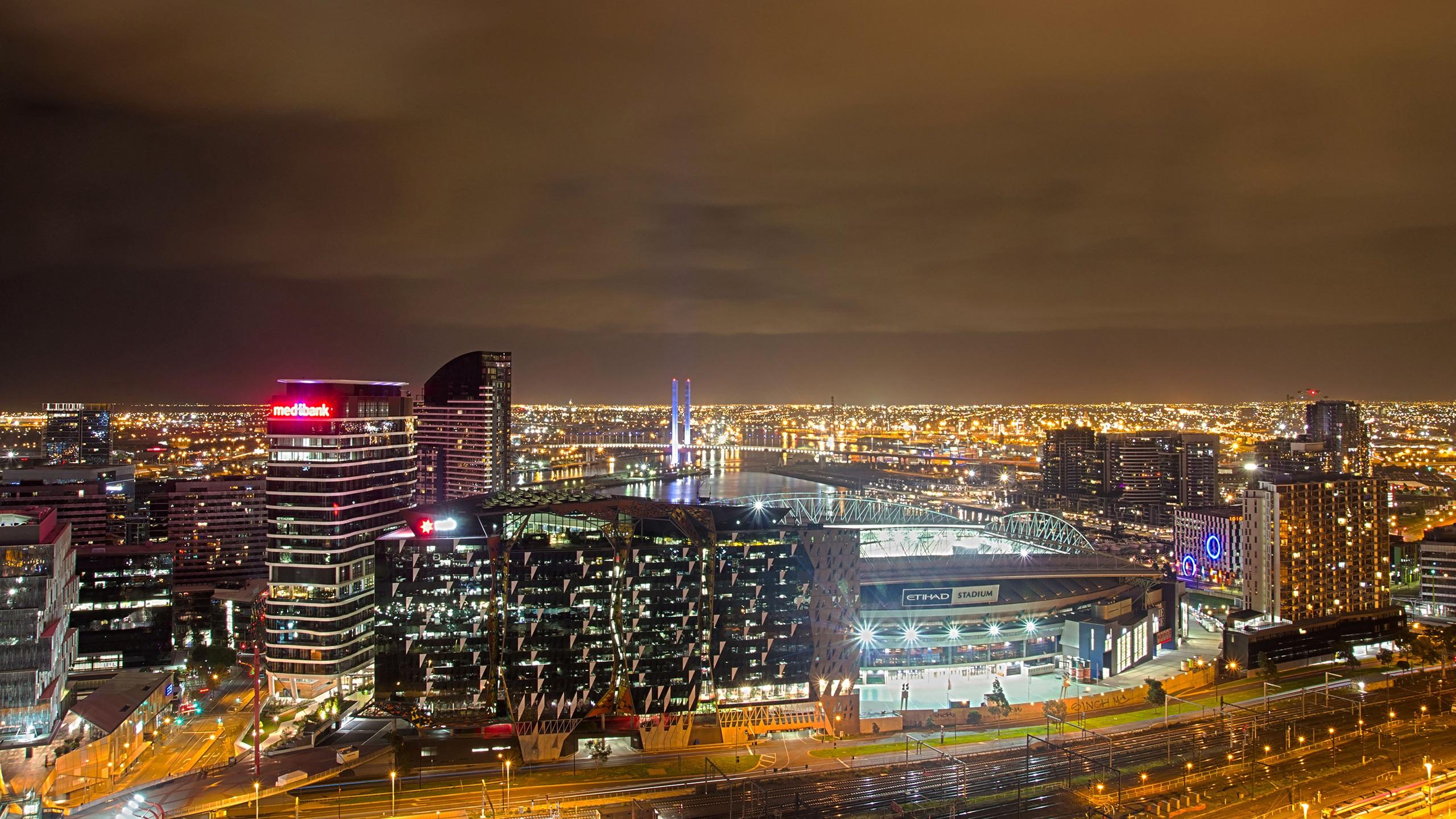 英格兰,曼彻斯特,城市,建筑物,灯,夜晚,天空 壁纸 - 2560x1440 qhd图片