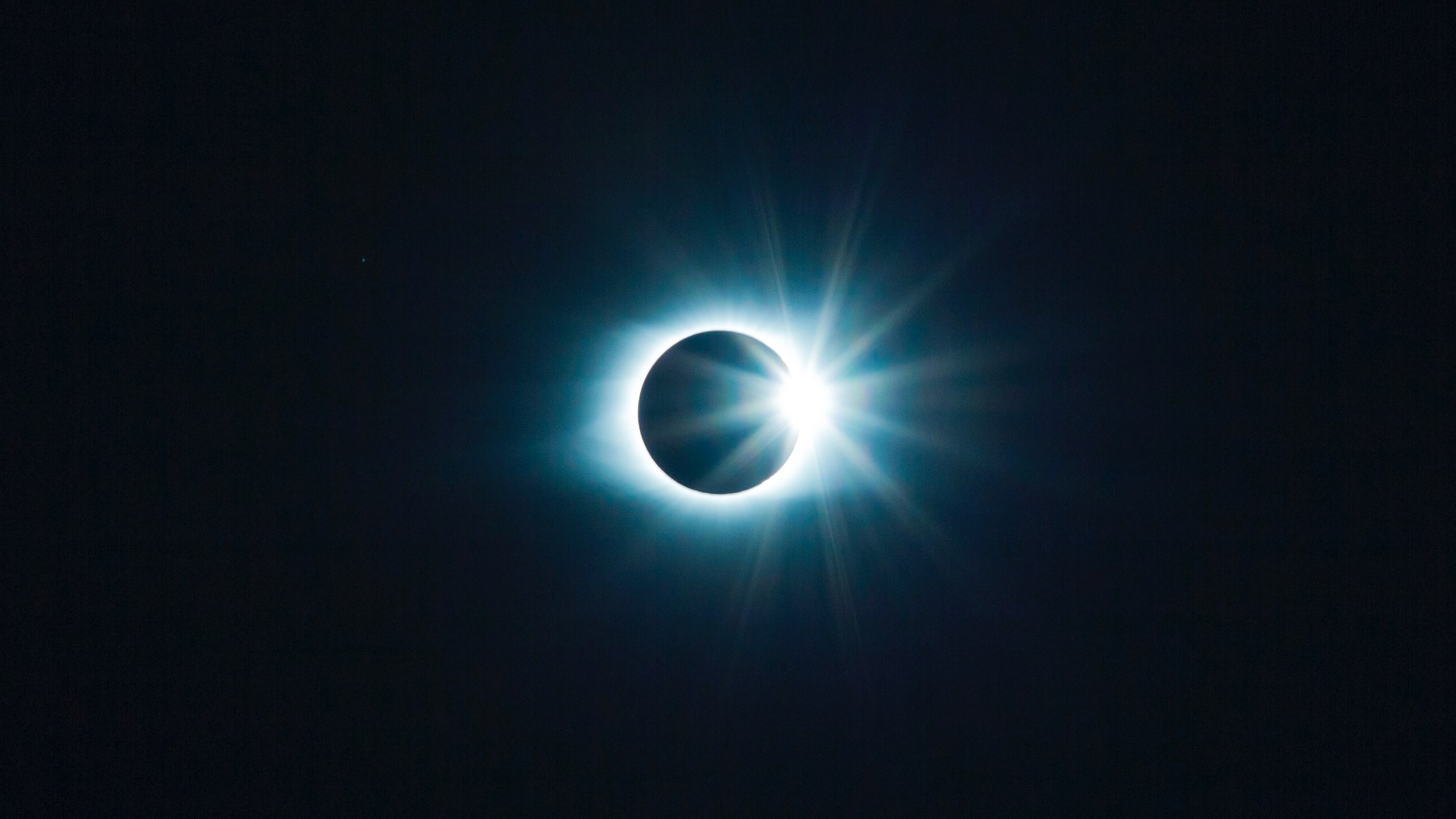 Wallpaper Eclipse Moon And Sun Space 2560x1600 Hd Picture Image