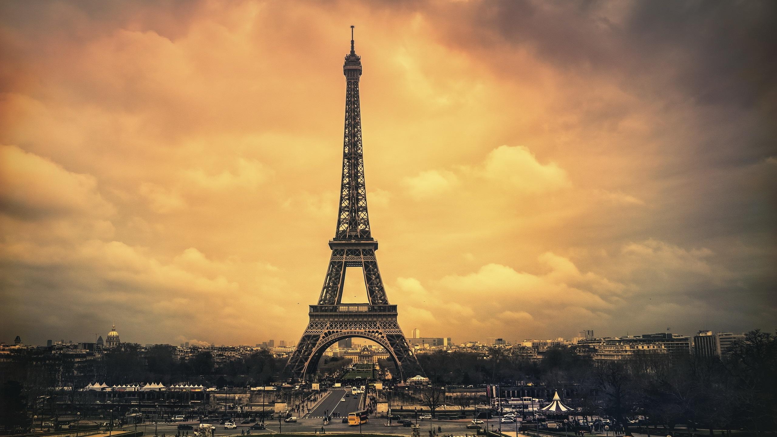 壁紙 パリ エッフェル塔 都市 雲 夕暮れ 2560x1600 Hd 無料の