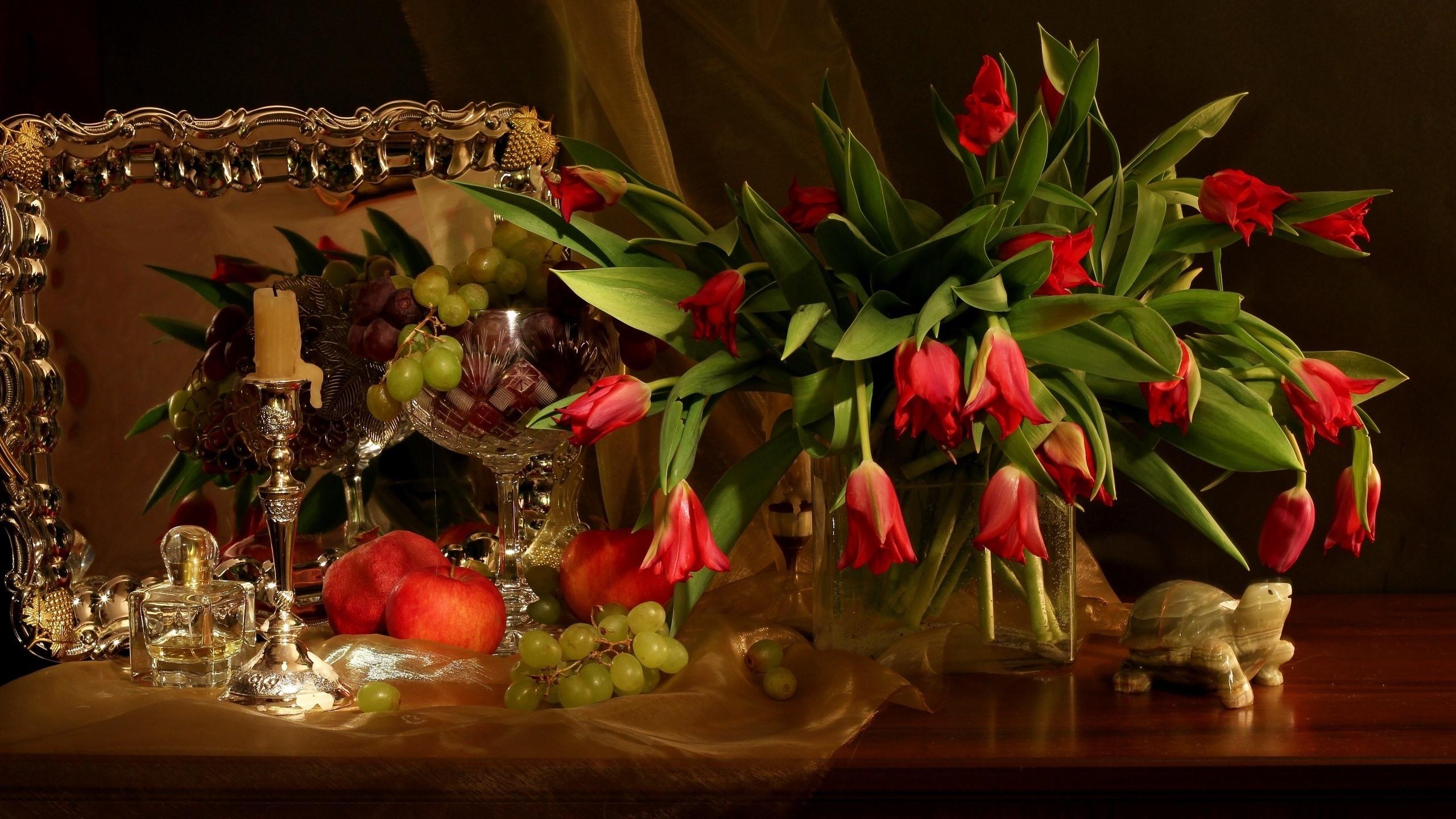 Fonds Décran Tulipes Rouges Pomme Raisins Fruits Nature