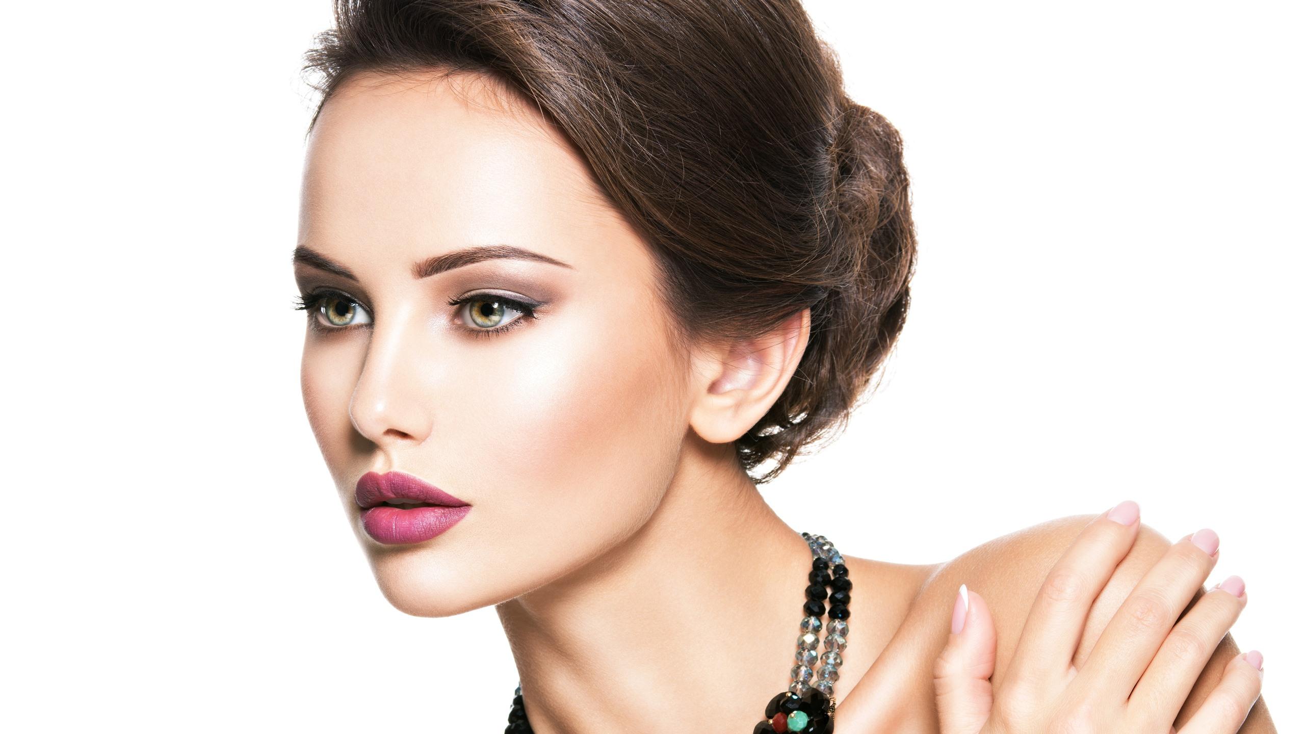 Wallpaper Fashion Girl, Beautiful Model, Jewelry, White Background 5120X2880 Uhd 5K -6211