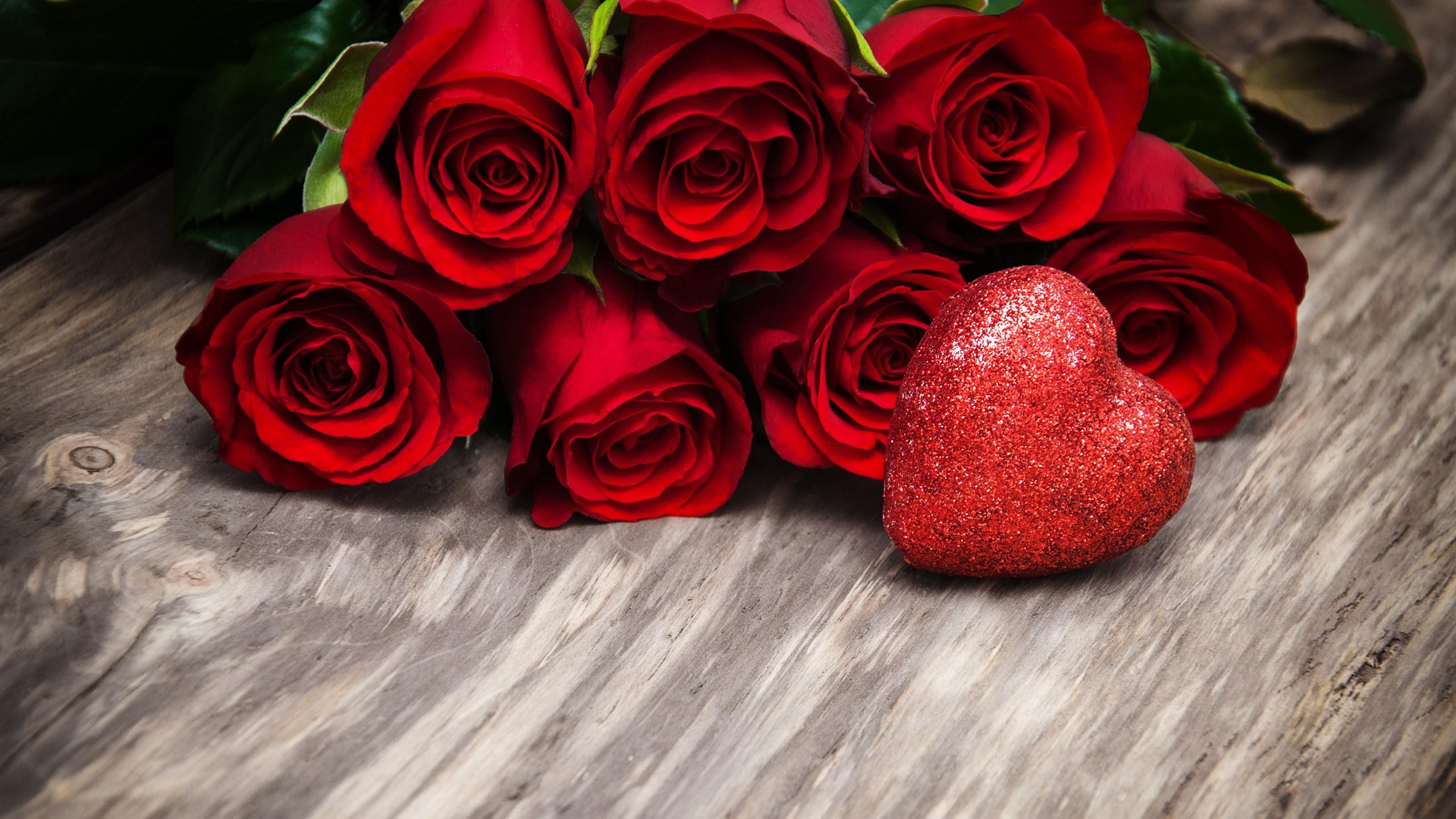 Fonds Décran Roses Rouges Coeur Damour Brille