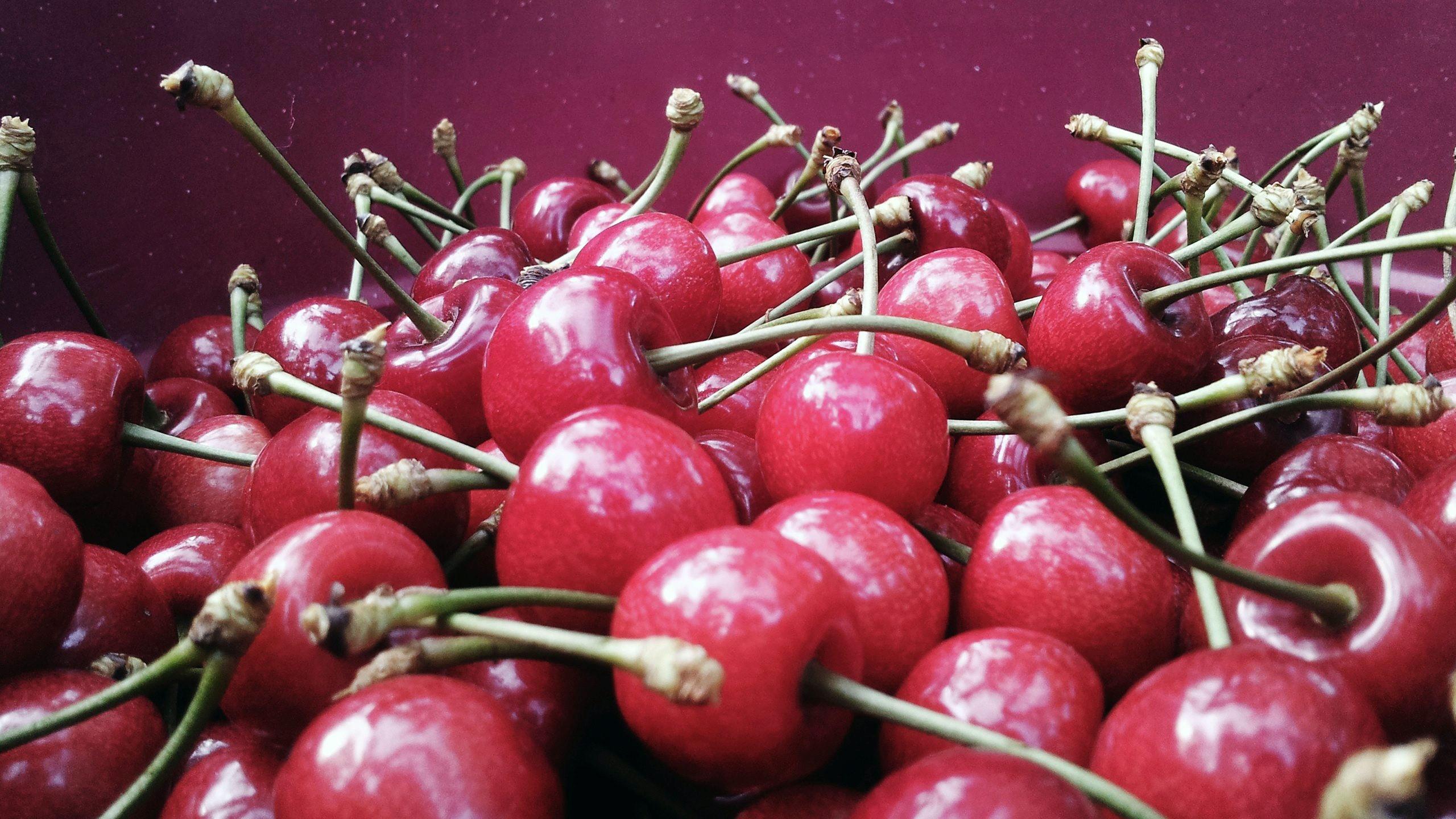 Many delicious cherries