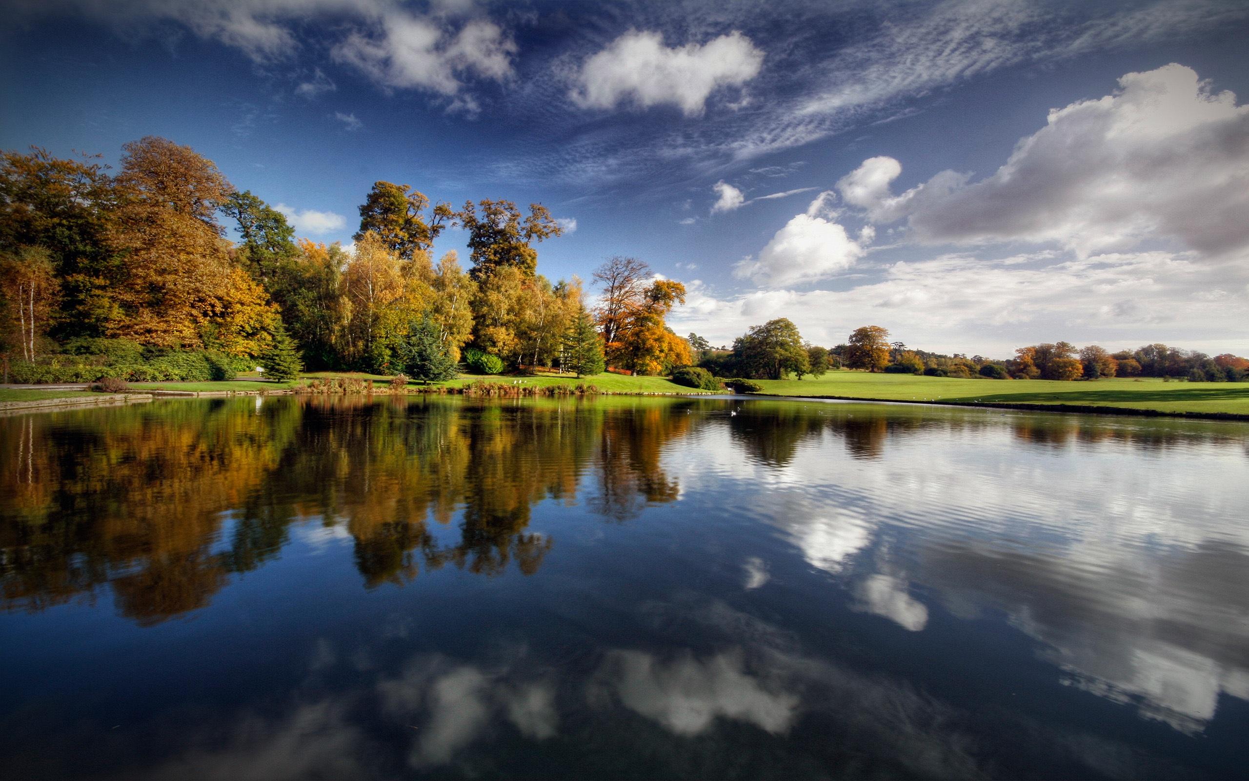 Calm-lake-scenery_2560x1600.jpg