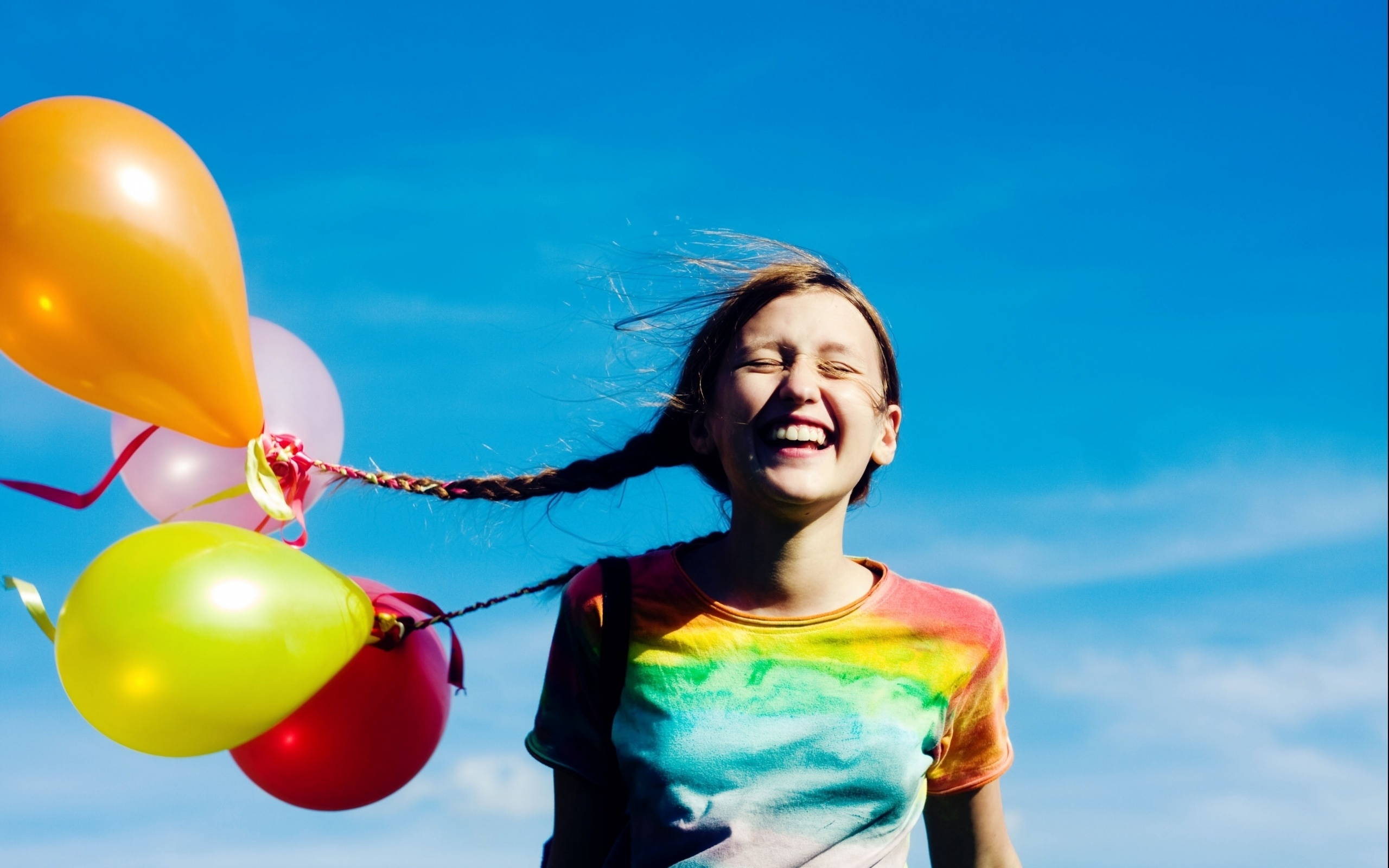Wallpaper Happy Girl With Balloons 2560x1600 Hd Picture Image
