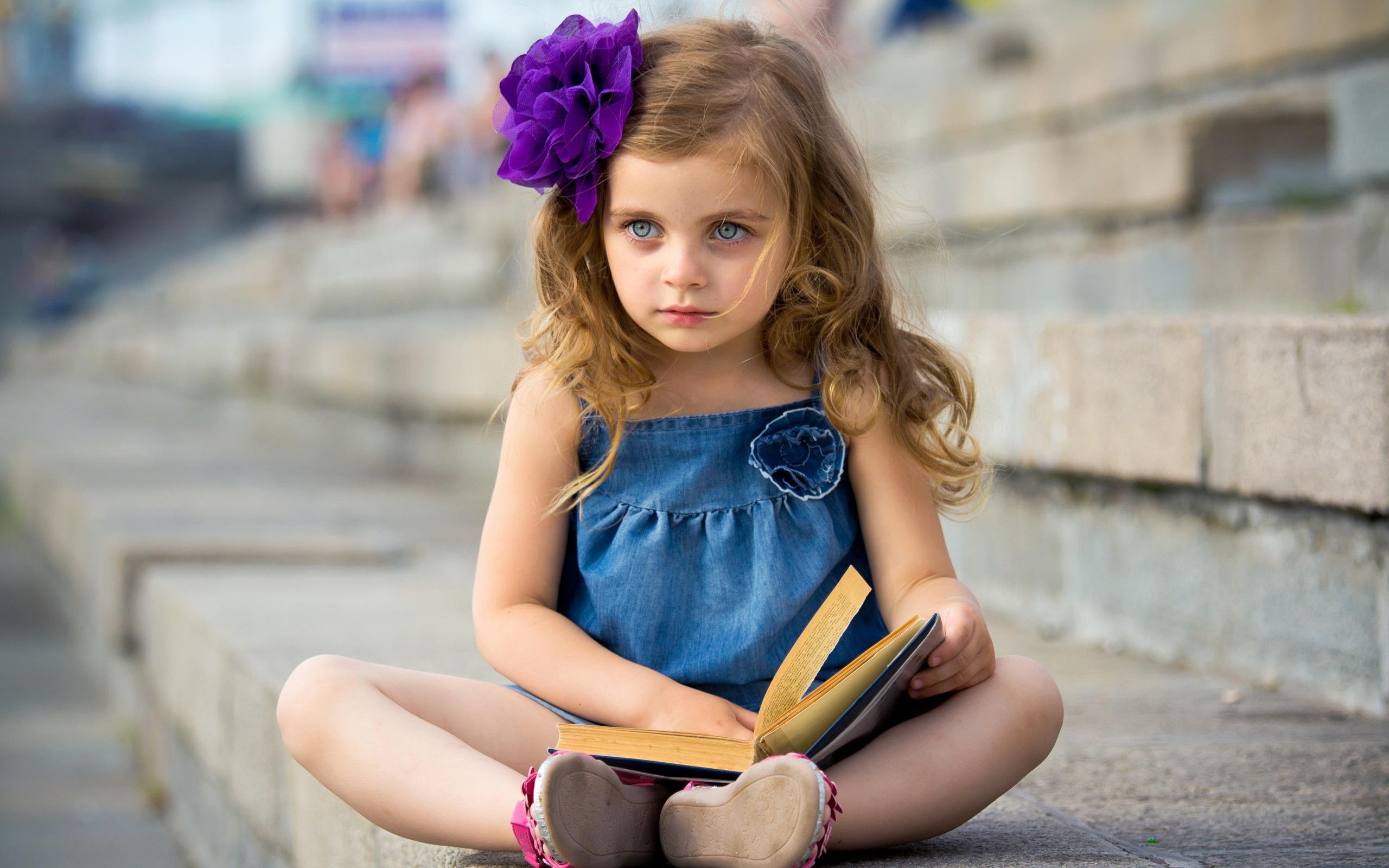 Wallpaper cute little girl reading a book 2560x1600 hd - Cute little girl pic hd ...