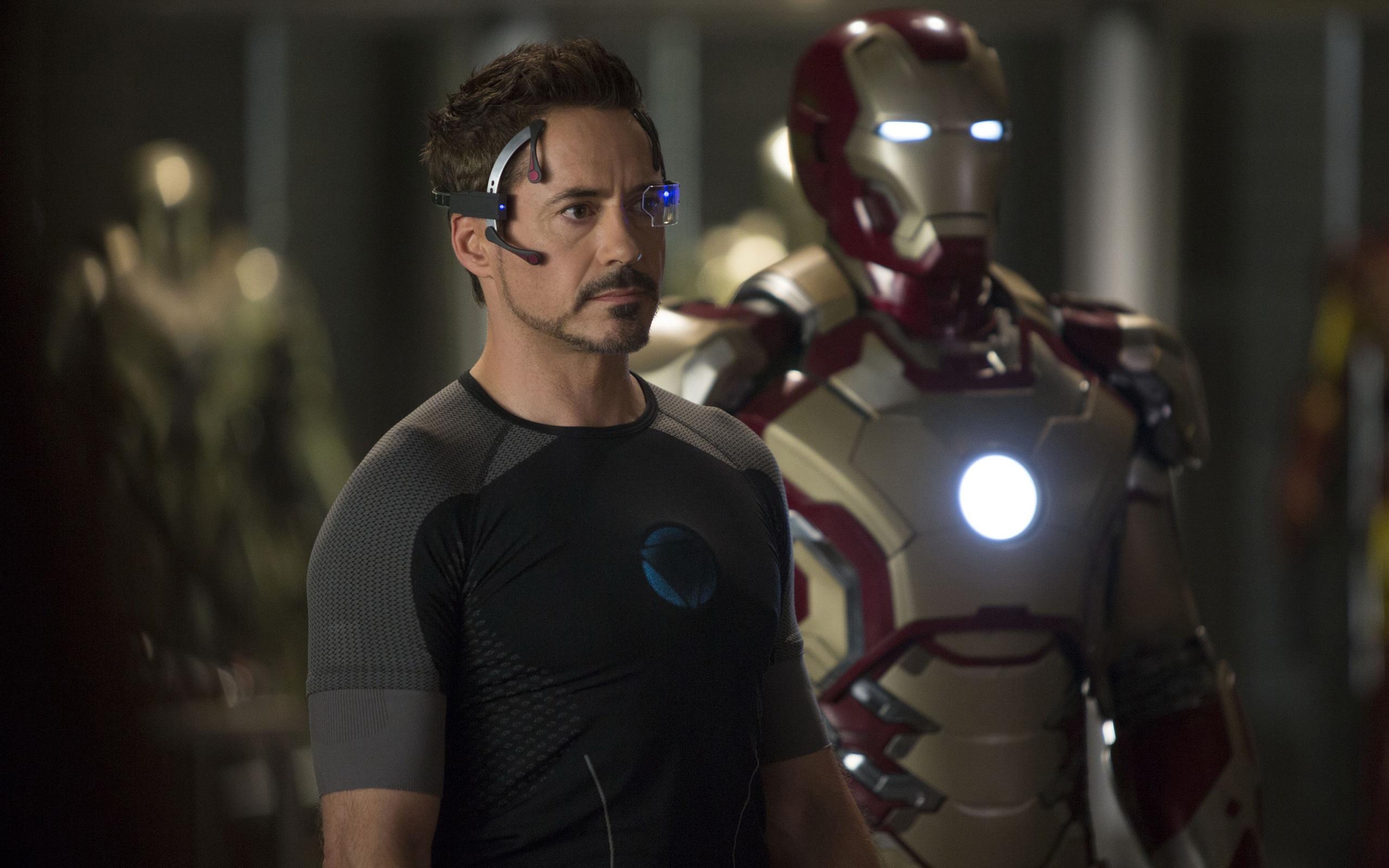 Wallpaper Robert Downey Jr In Iron Man 3 2560x1600 Hd Picture Image