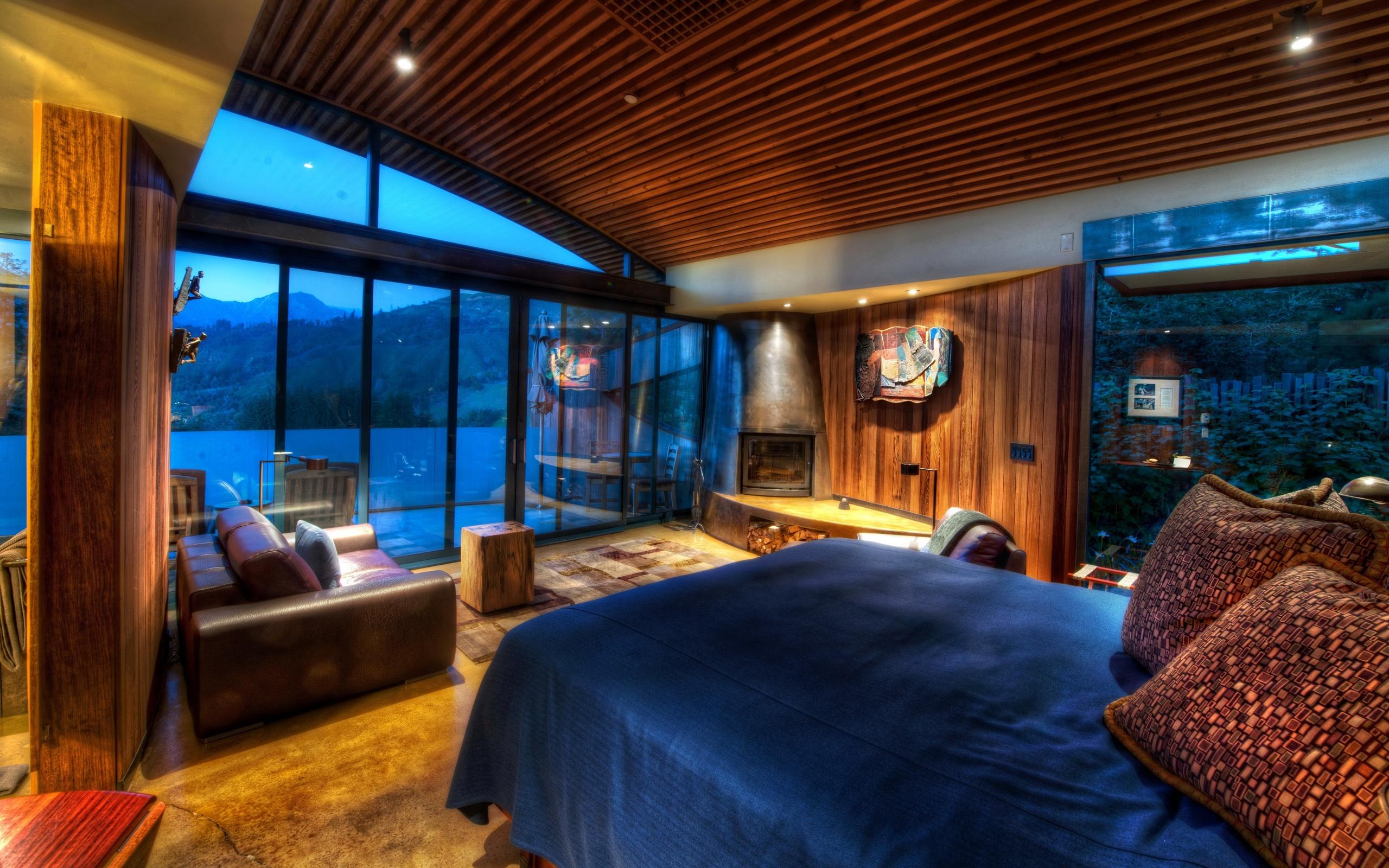 #0293C9 Design de casa quarto cama sofá paredes de madeira janelas  626 Janelas Madeira Quarto