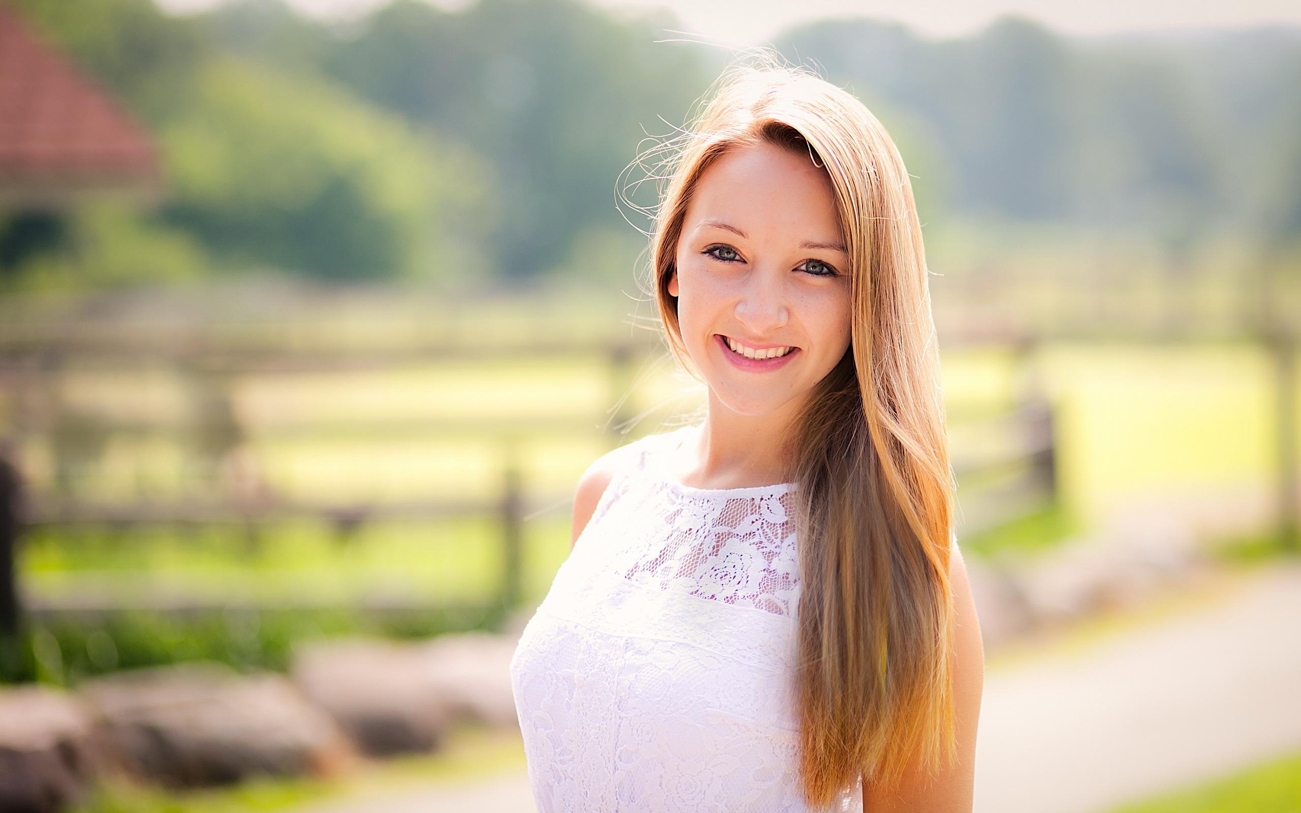 배경 화면 자연 햇빛 웃는 소녀 2560x1600 HD 그림, 이미지