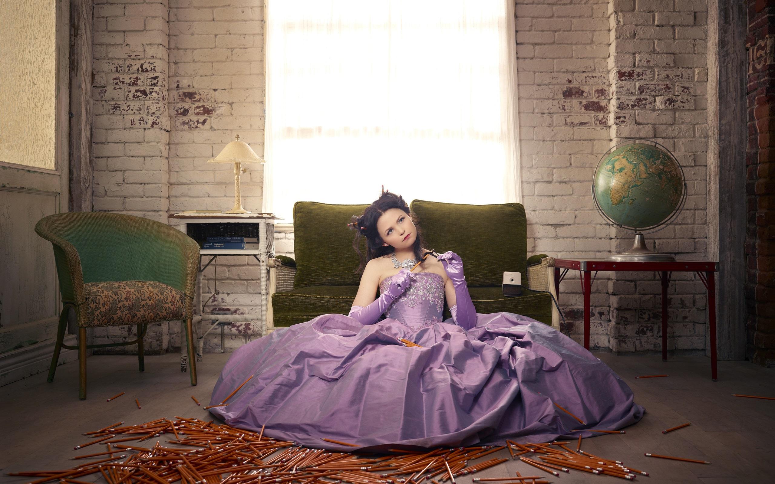 壁紙 白雪姫 メアリーマーガレット 紫のドレス 2560x1920 Hd 無料の