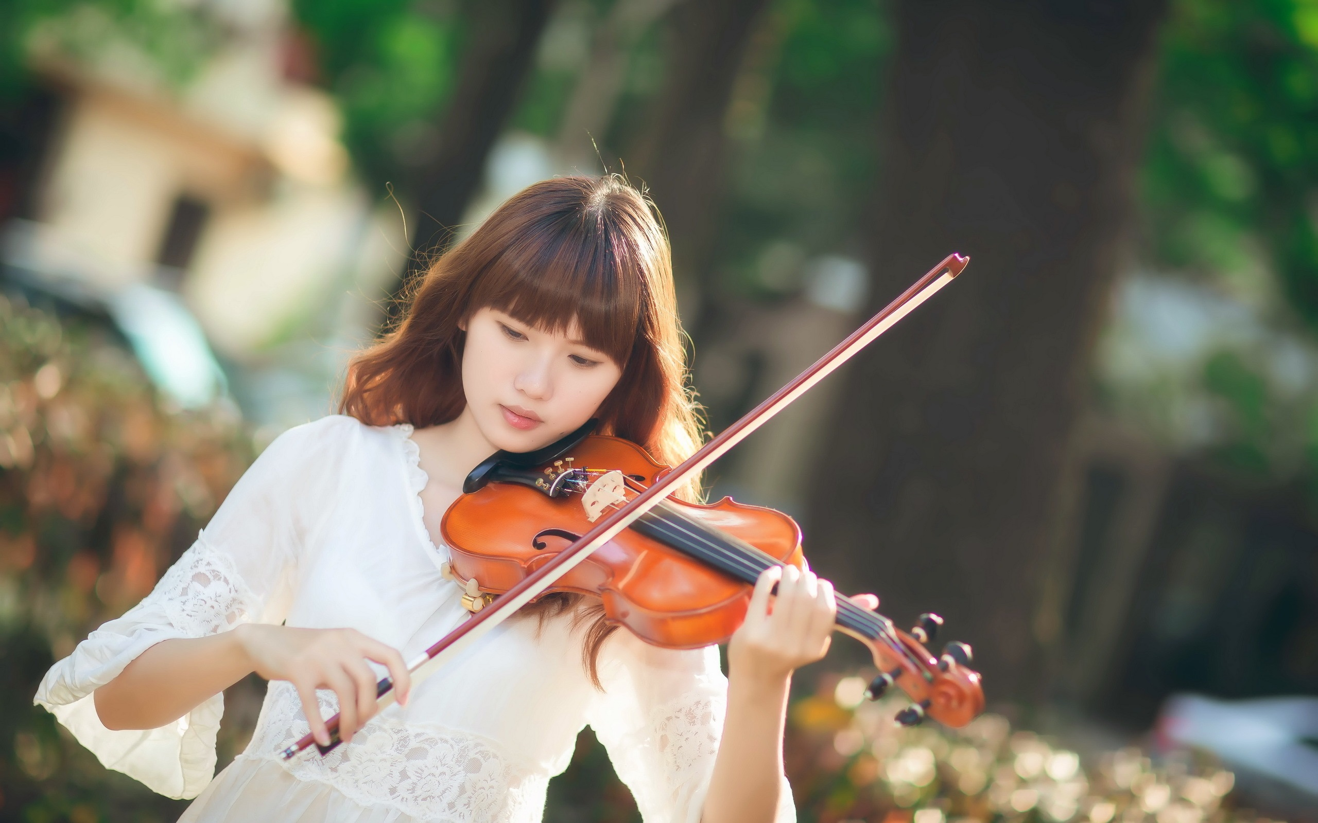 Азиатка с гитарой  № 466092 бесплатно