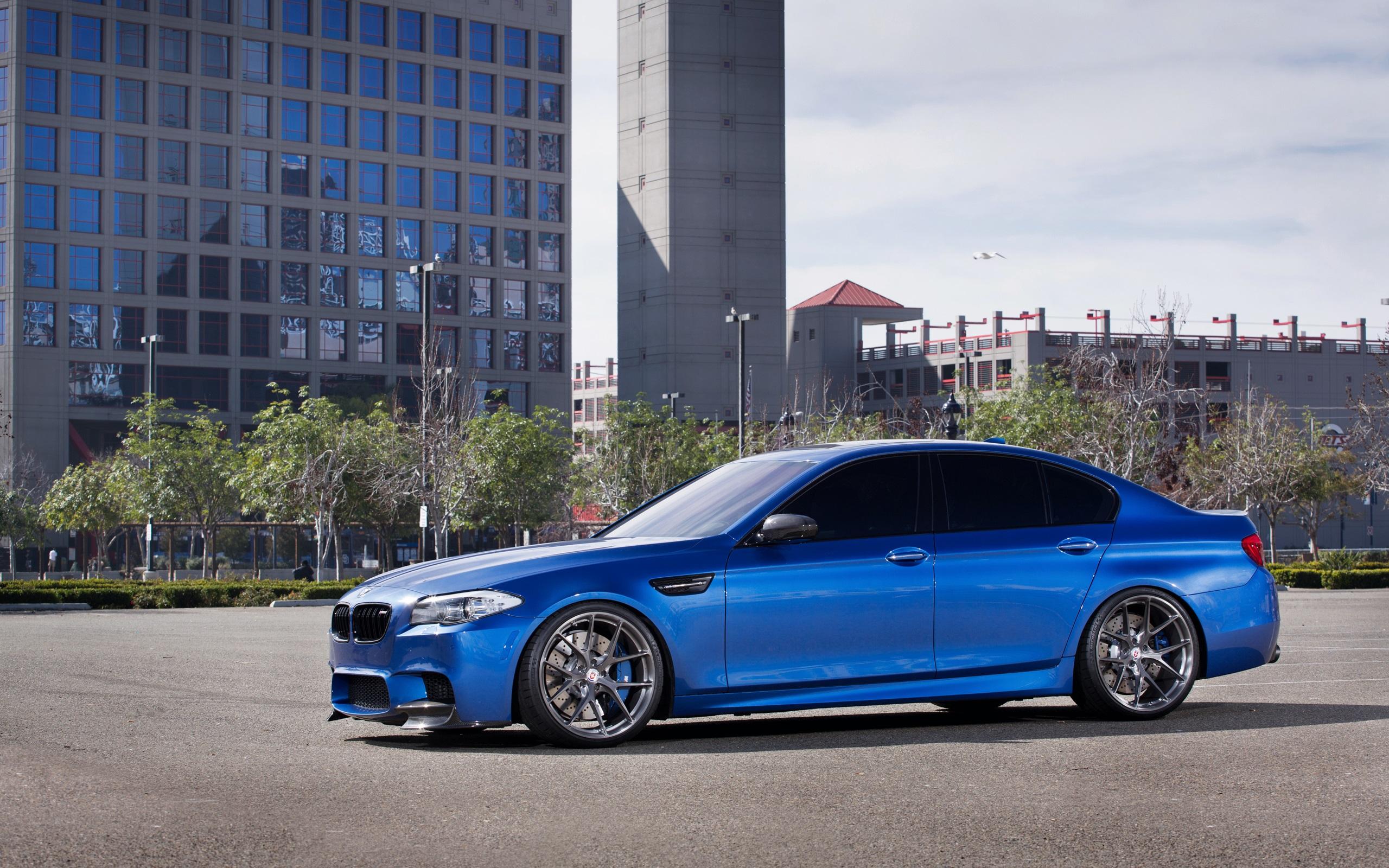 Wallpaper Bmw M5 F10 Blue Car Buildings 2560x1600 Hd Picture Image
