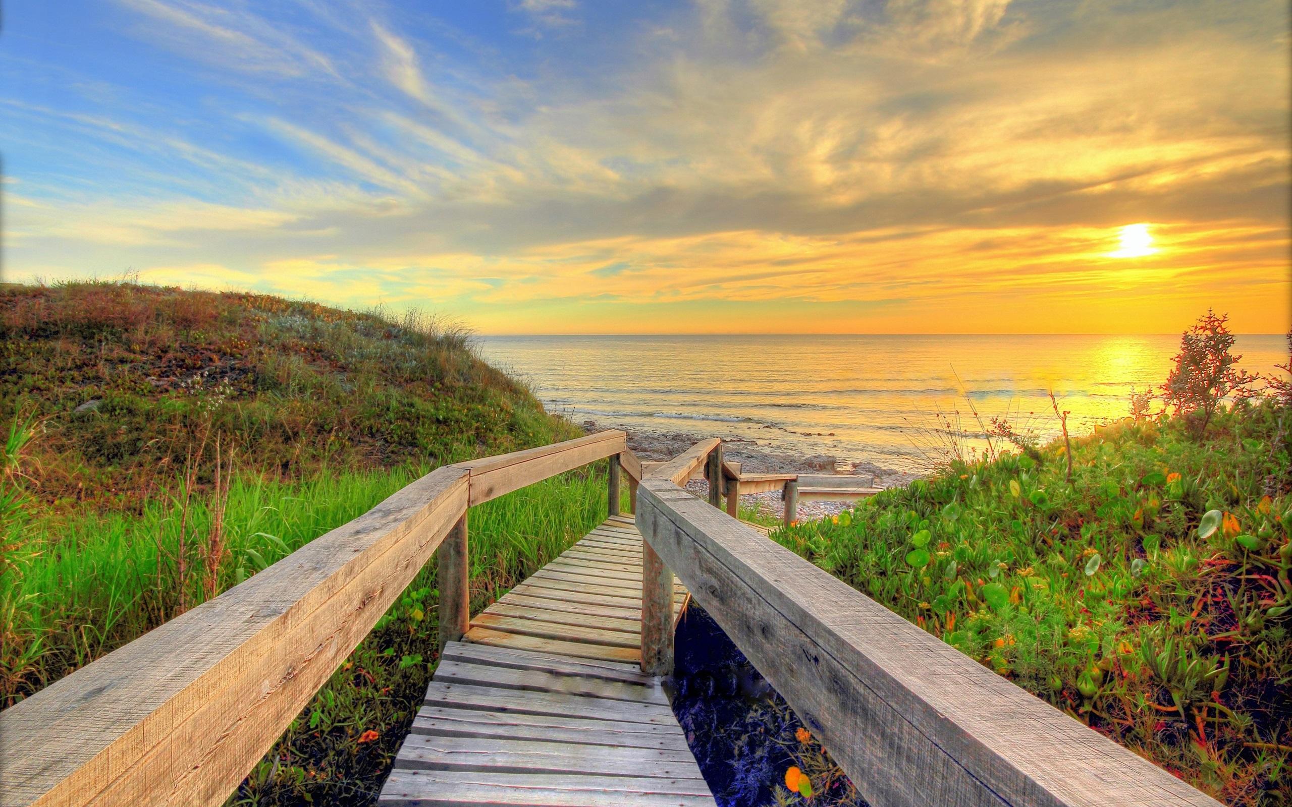 Море пляж деревянный мост солнце