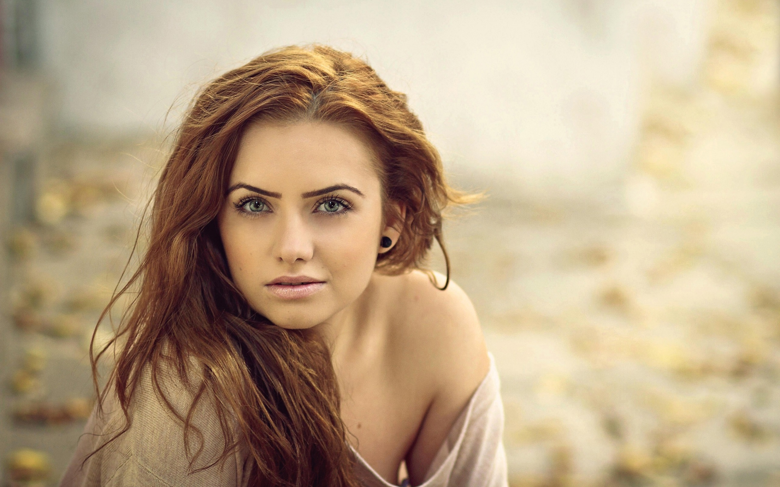 Fonds d 39 cran girl portrait bokeh 2560x1600 hd image for Fond ecran portrait