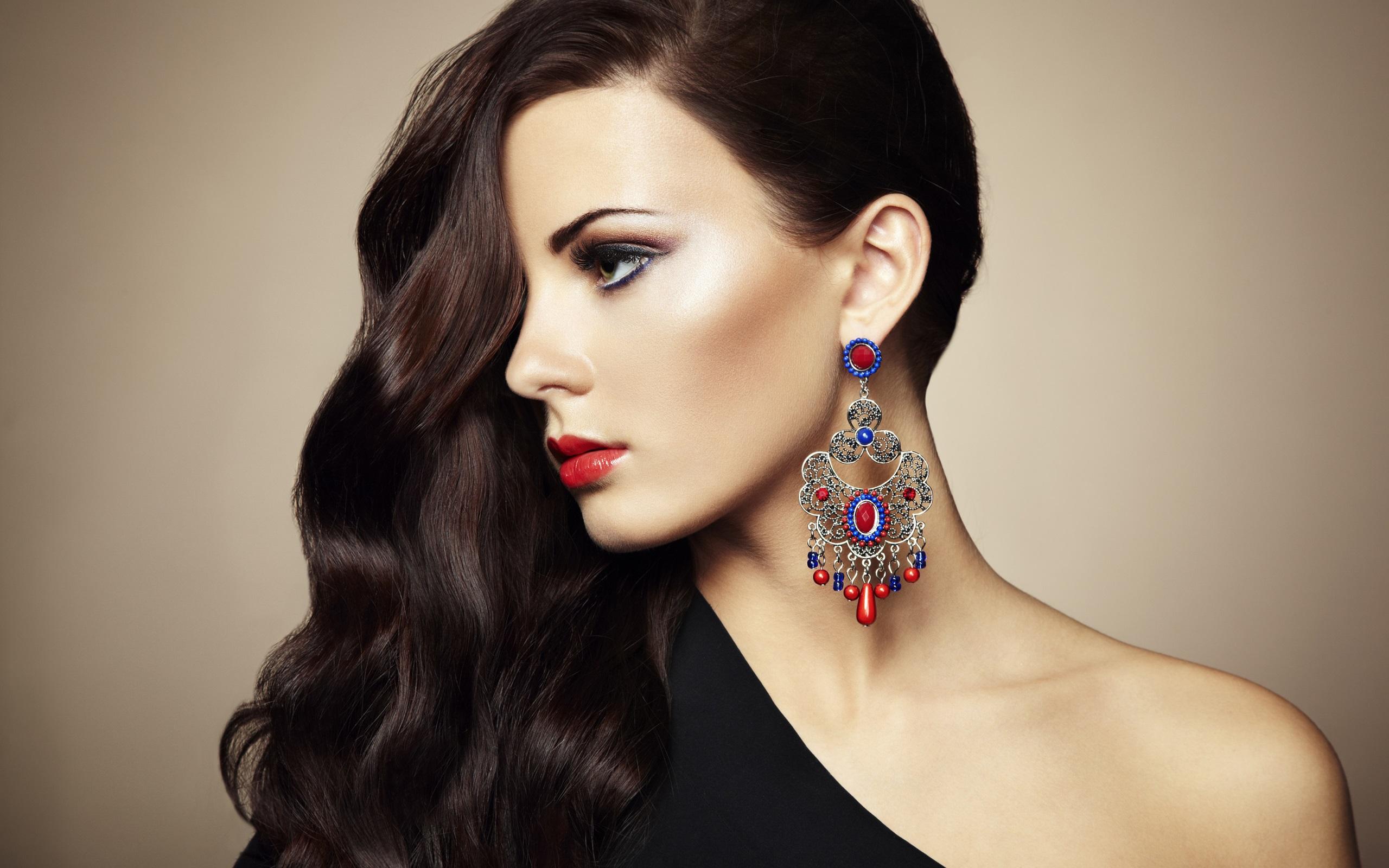 https://ru.best-wallpaper.net/wallpaper/2560x1600/1412/Beautiful-attractive-girl-elegant-long-hair_2560x1600.jpg
