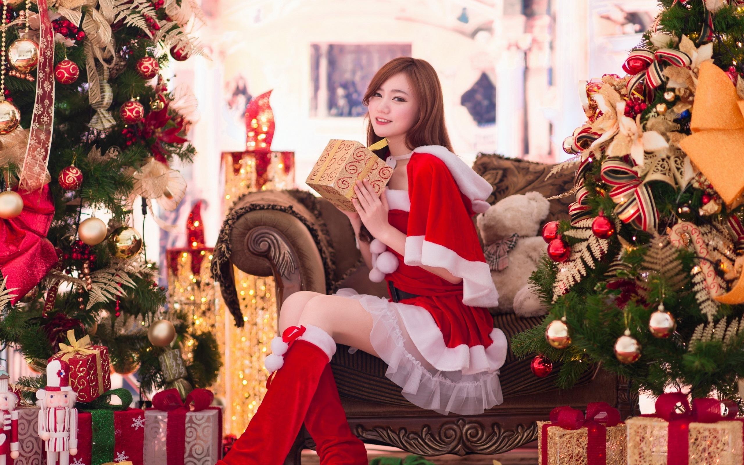 sch nes m dchen asiatisch geschenke weihnachten. Black Bedroom Furniture Sets. Home Design Ideas