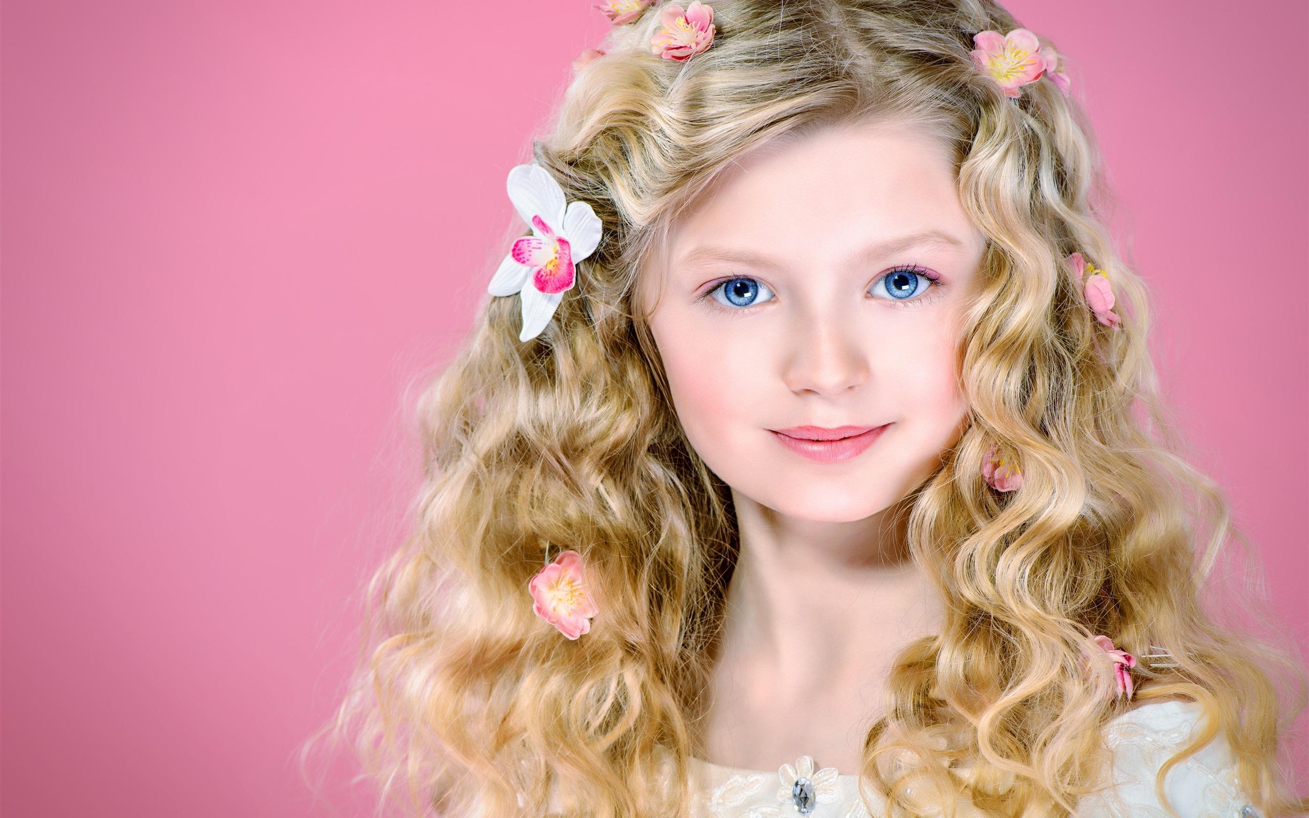 Heels blonde girl blue eyes french grain