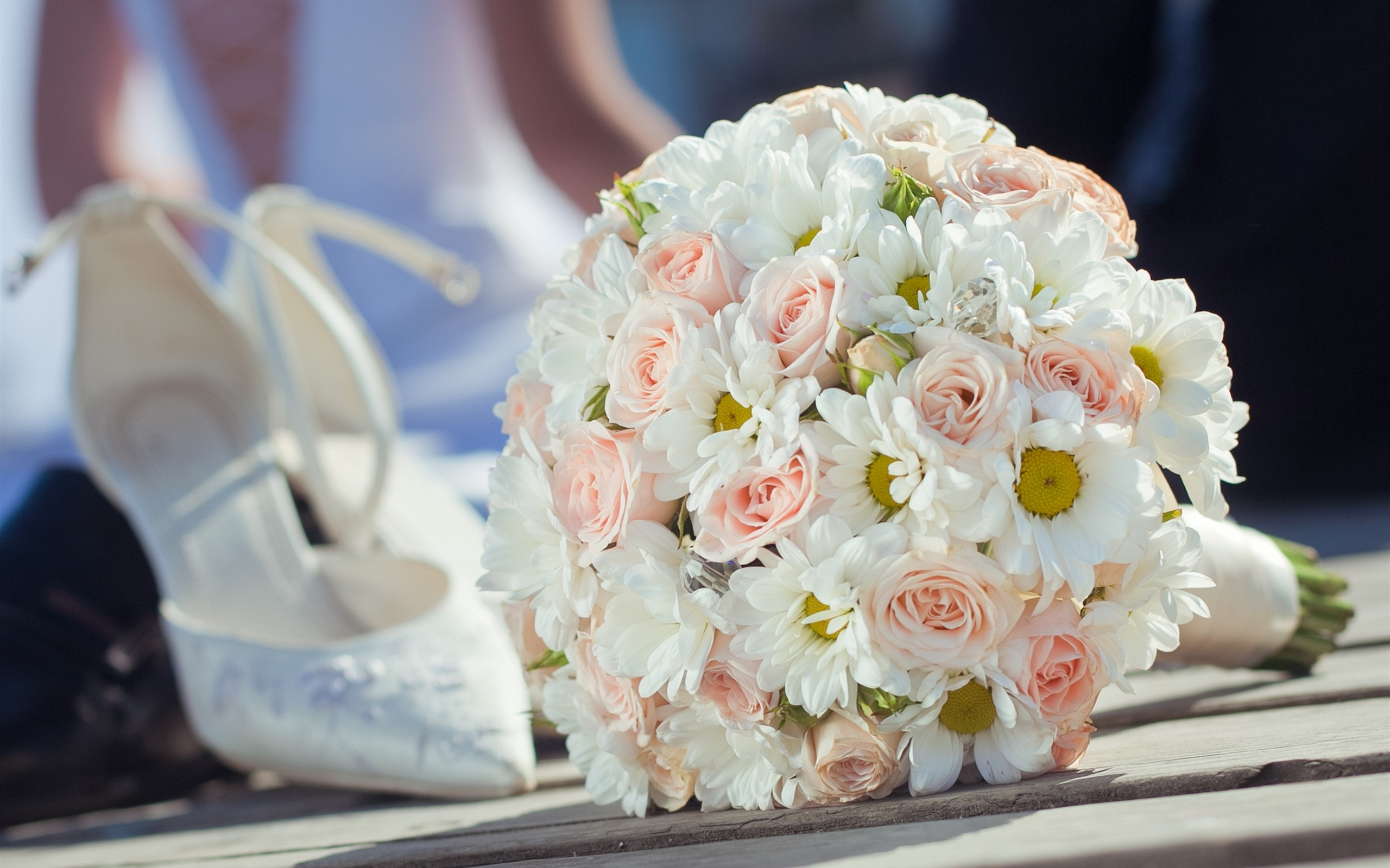 White And Pink Daisy Bouquet