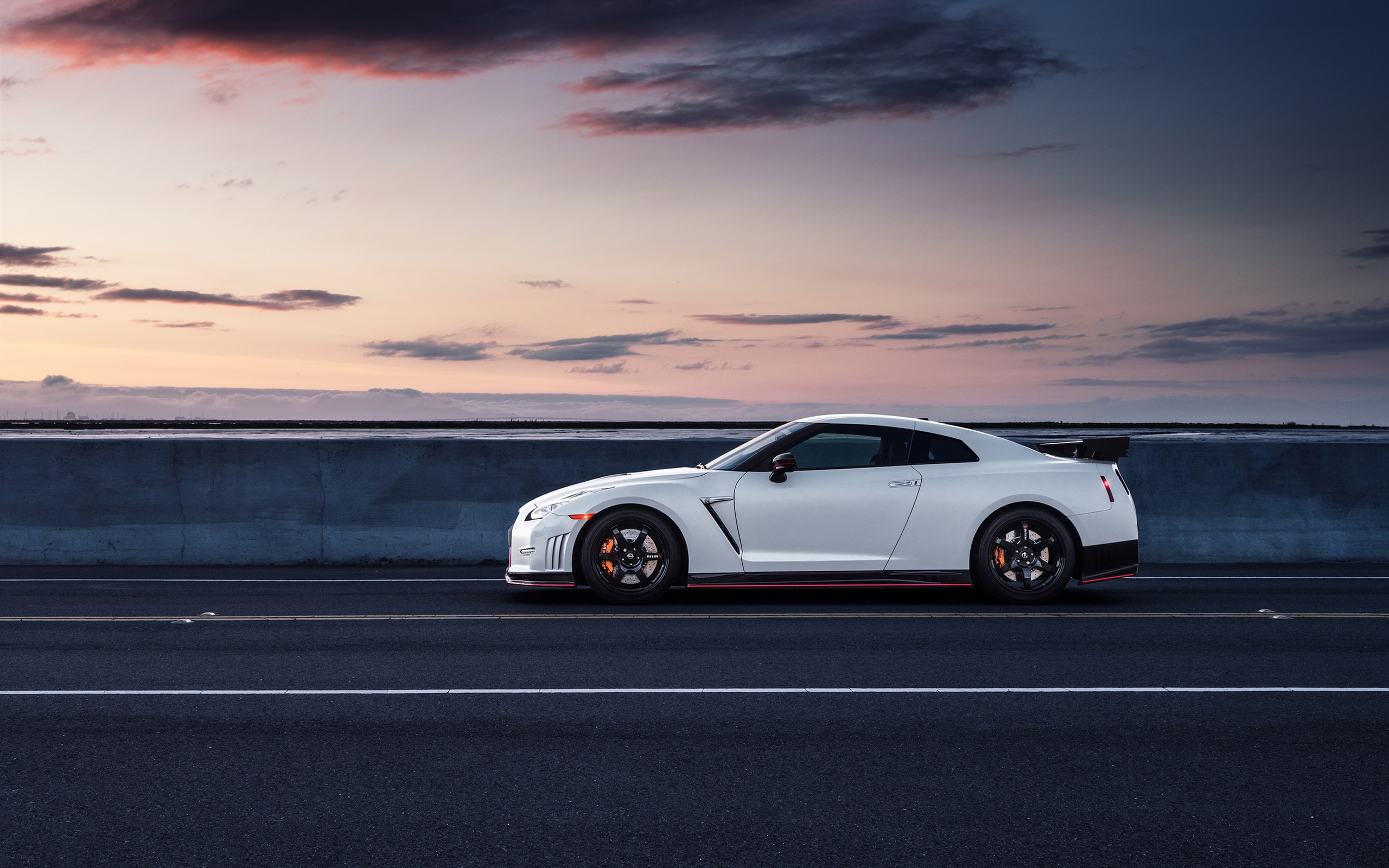 Wallpaper Nissan Gt R R35 White Car Side View 2560x1600 Hd Picture