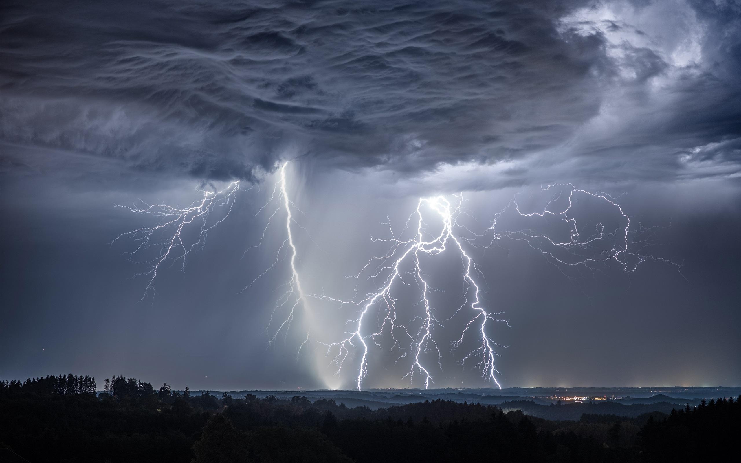 Fondos de pantalla tormenta rayos nubes alemania for Fondo de pantalla 4k para iphone